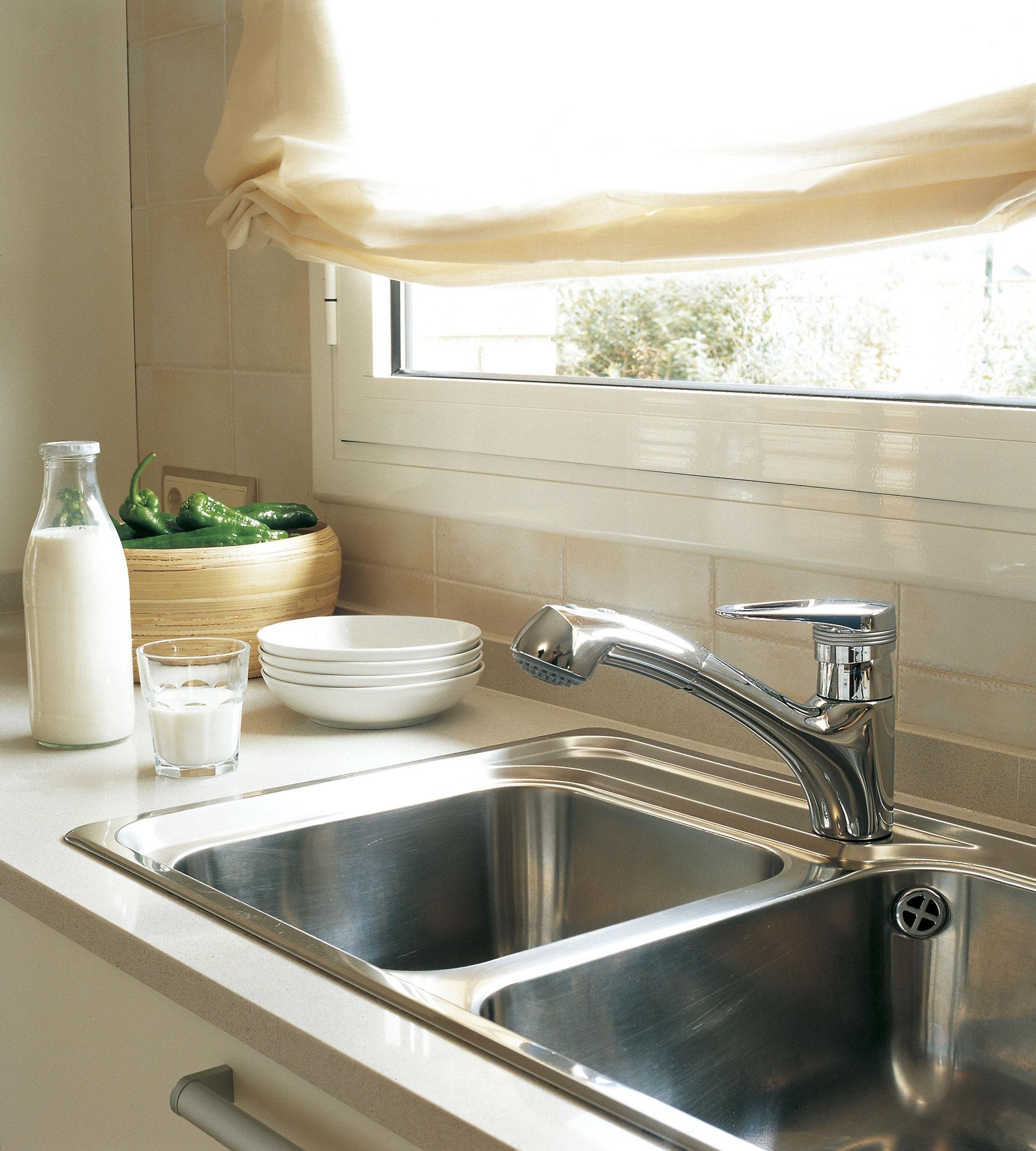C mo elegir la cortina perfecta para cada ventana for Ventanas de aluminio para cocina