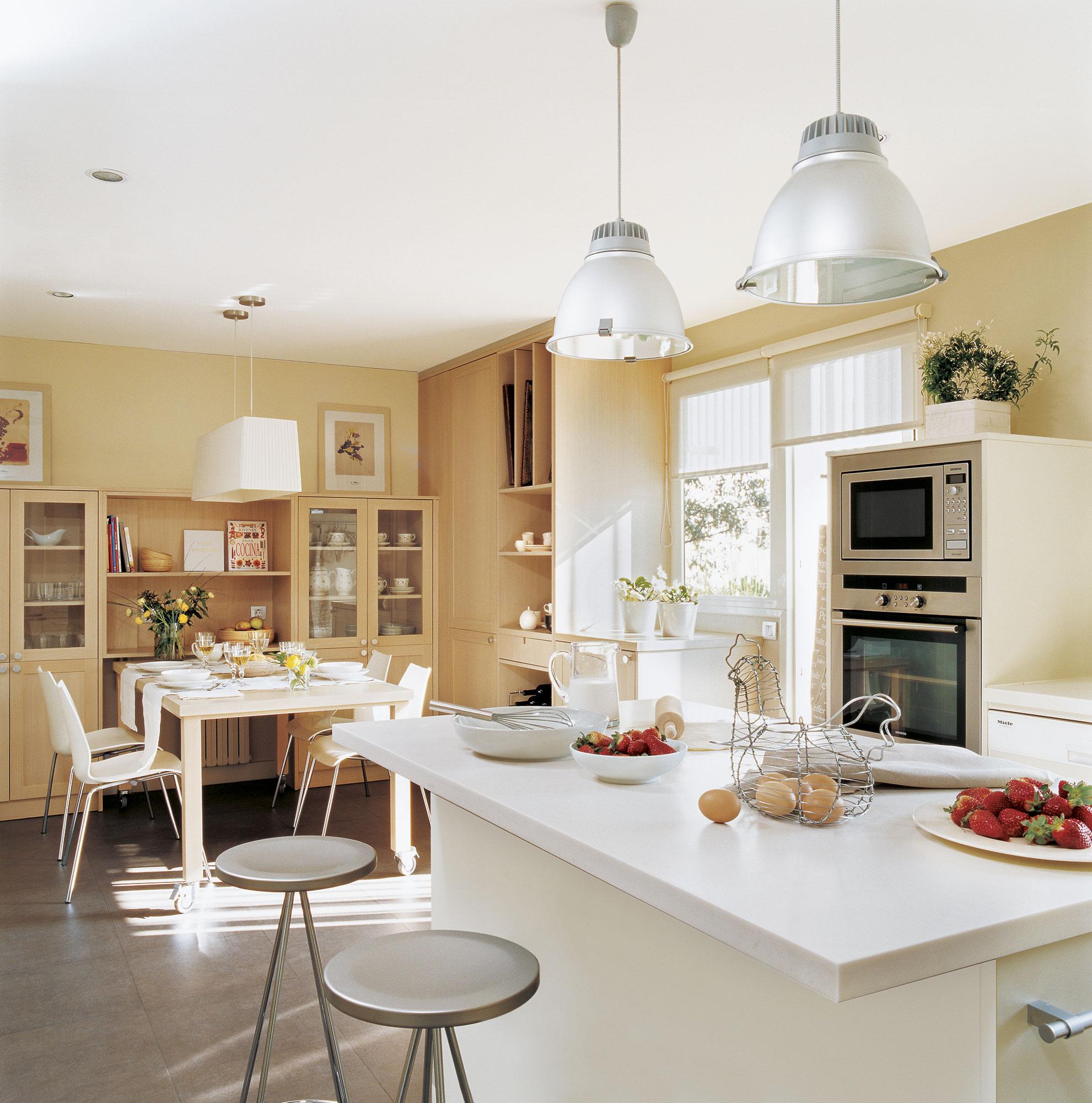 C mo tener un office en la cocina - Cocinas con office fotos ...