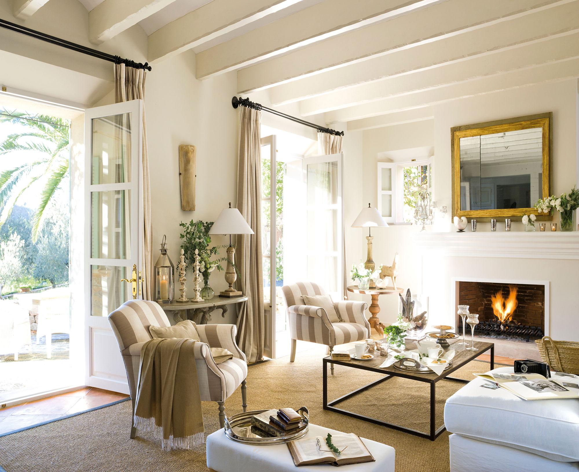 Los mejores 50 salones de el mueble for Salones mezcla clasico moderno