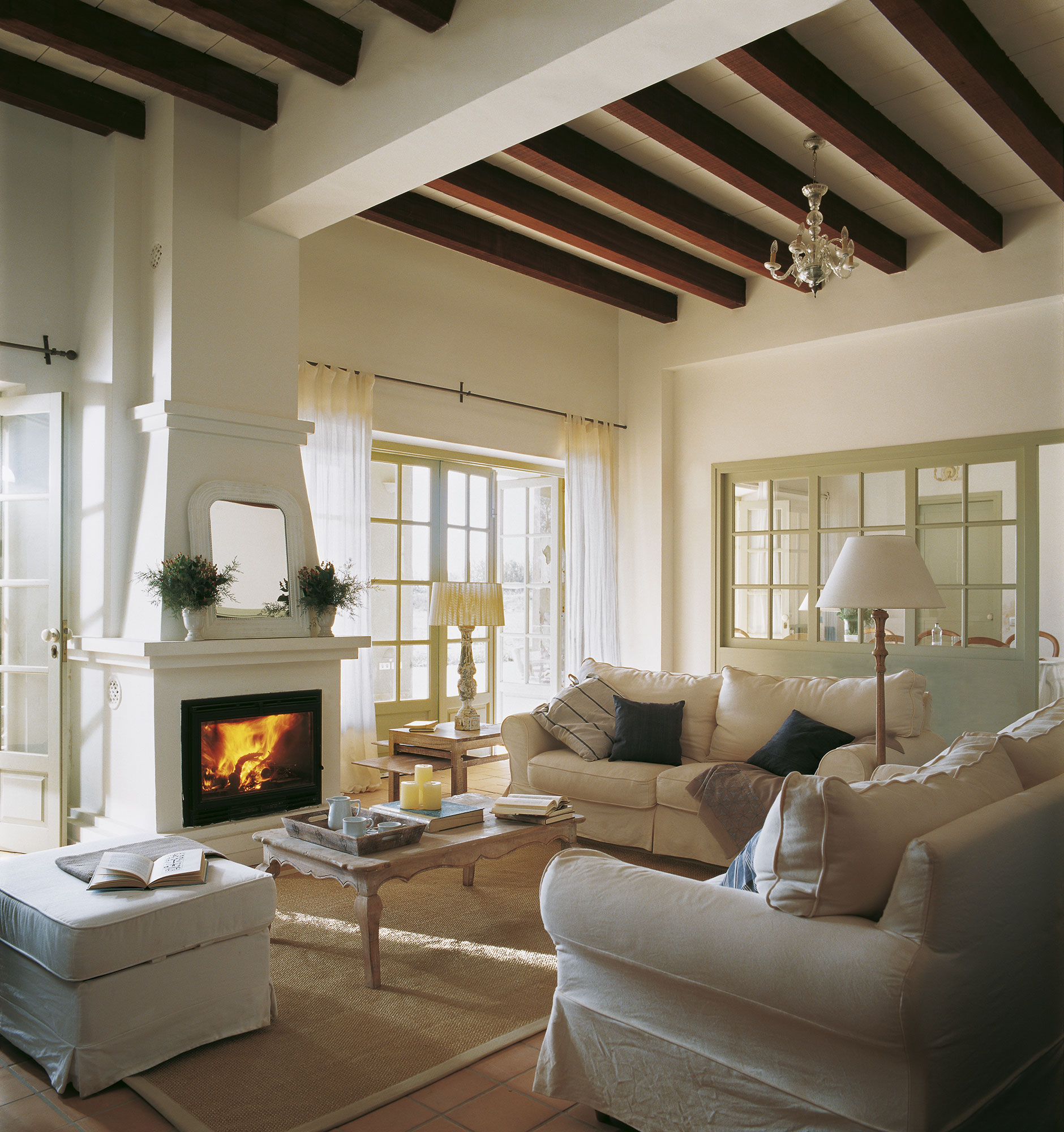 Los mejores 50 salones de el mueble - Como decorar un salon con chimenea ...