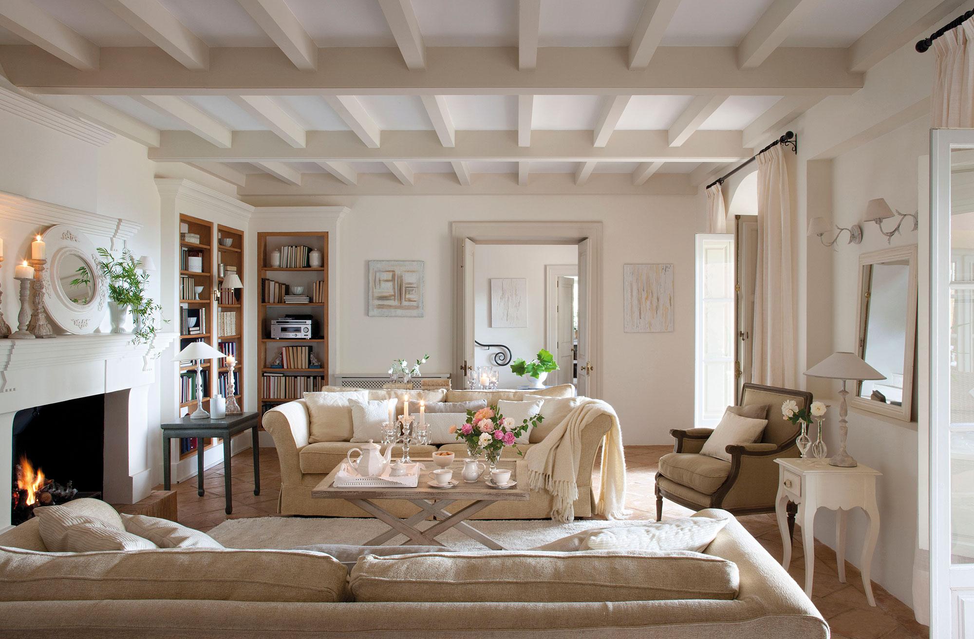 Los mejores 50 salones de el mueble - Salon con chimenea ...