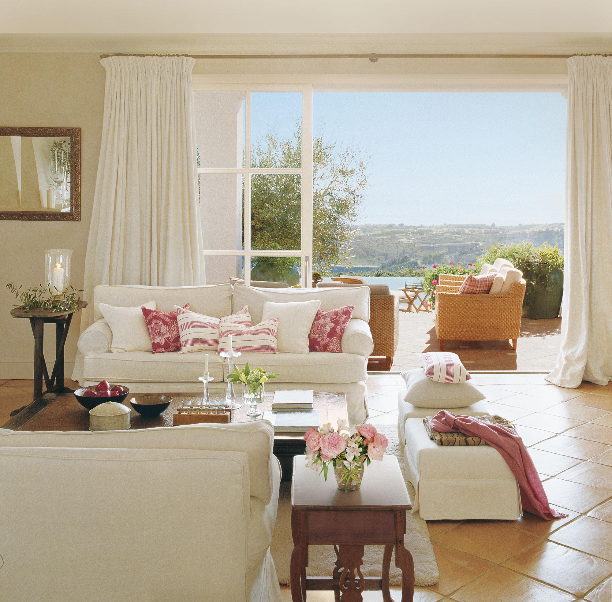 Los mejores 50 salones de el mueble for Suelo terrazo blanco