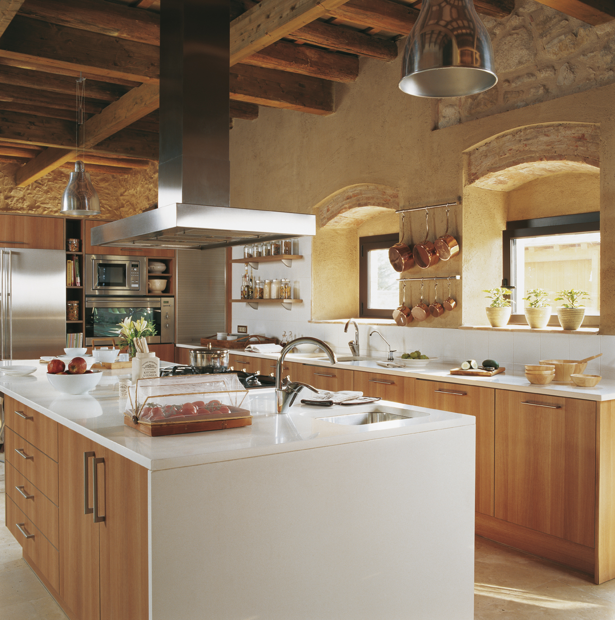Las 9 cocinas de madera m s c lidas for Cocinas con islas en el medio