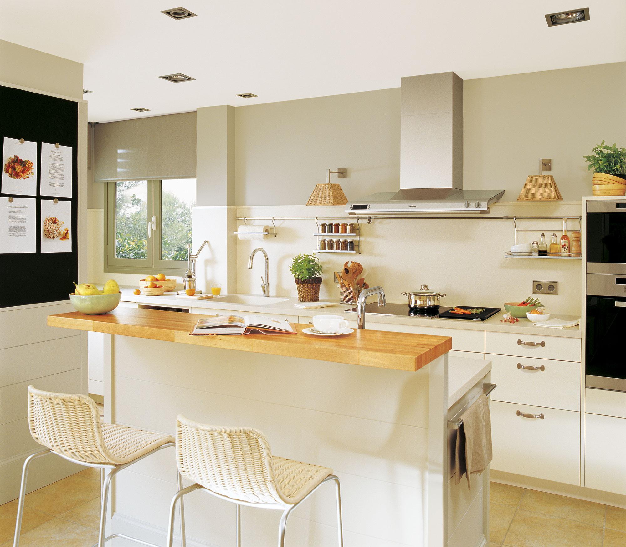 Dise o de una cocina con barra de desayuno for Construir isla cocina