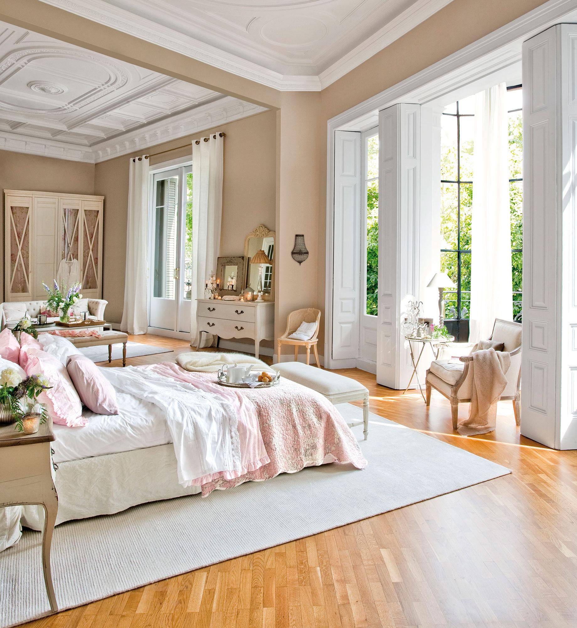 Con sala de estar y zona de lectura. Suite romántica