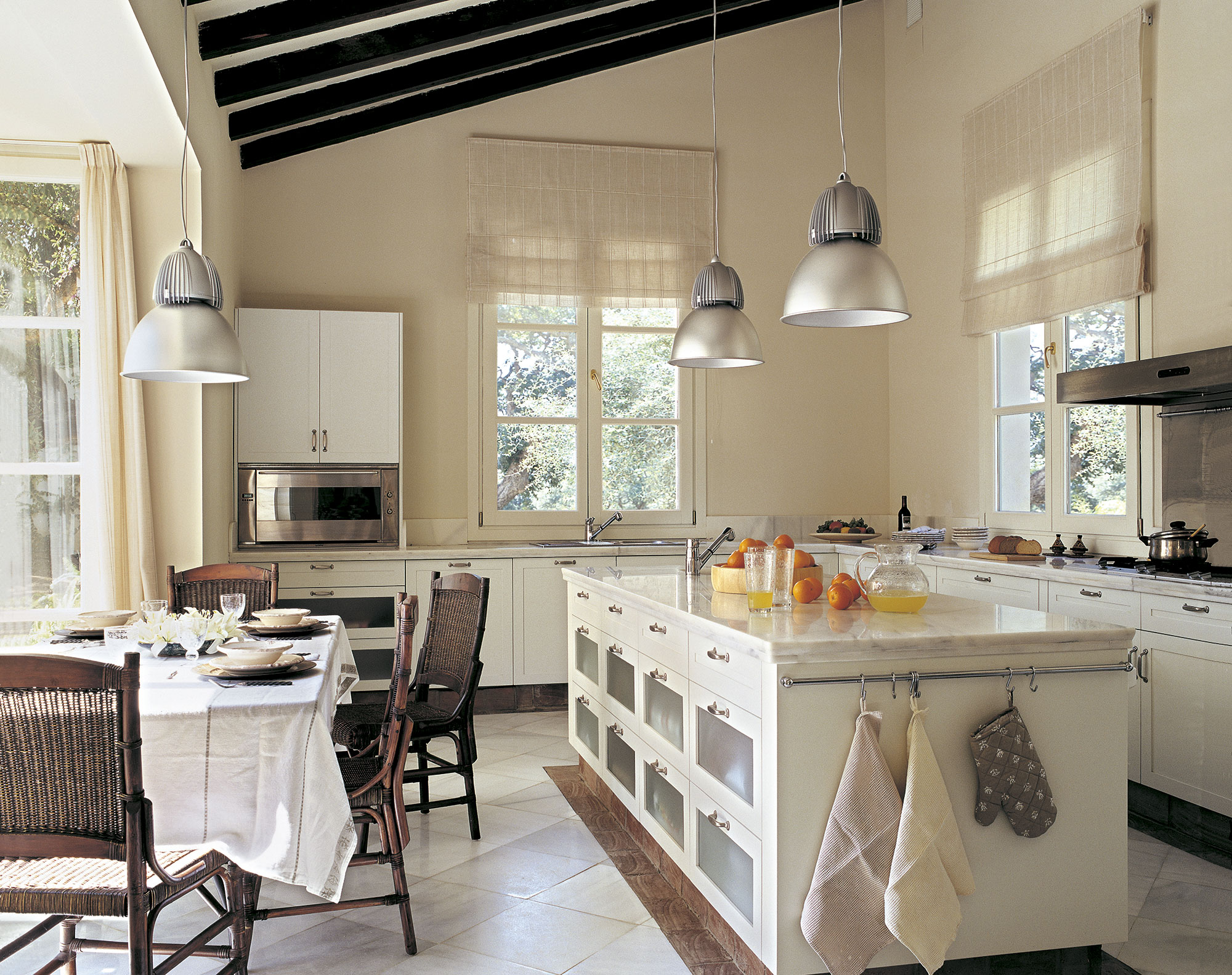 Cocinas rusticas el mueble inspirador y for Cocinas con islas en el medio