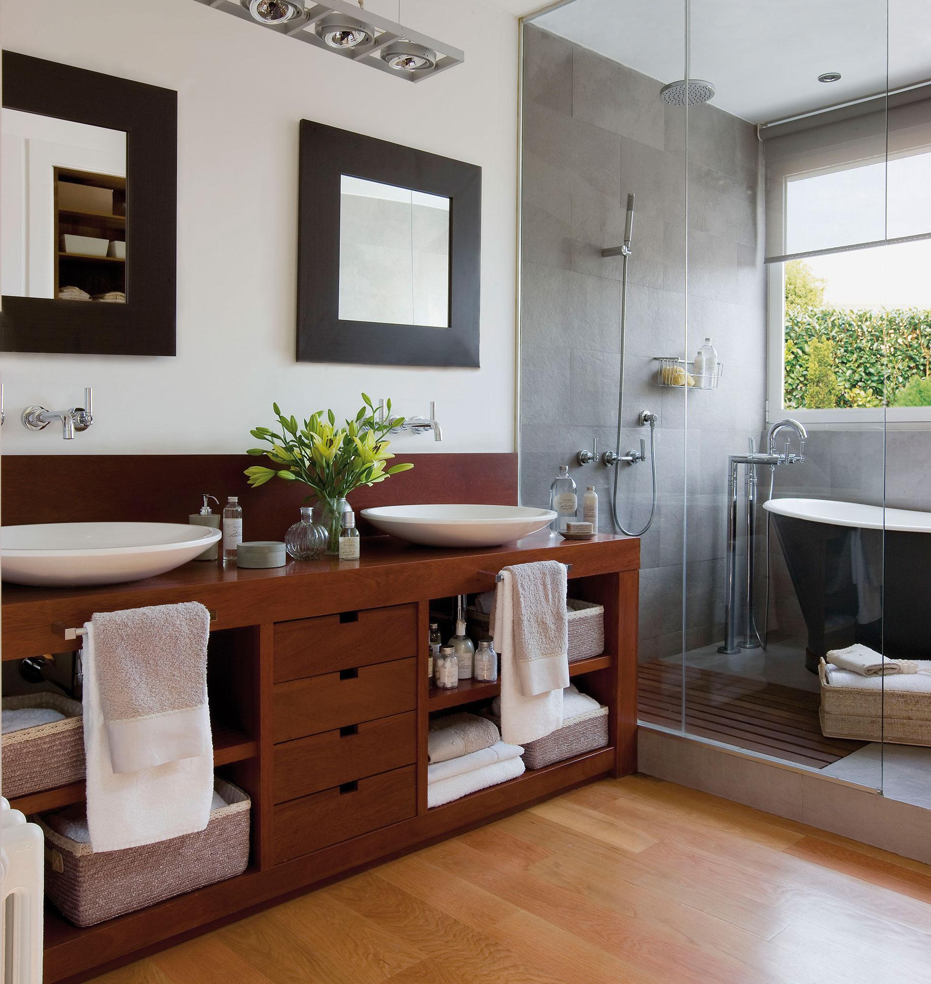 Ba os con ducha pr cticos y ecol gicos for Muebles para toallas
