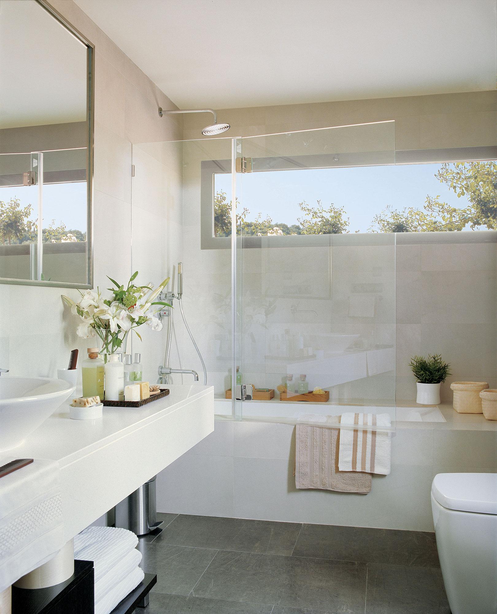 Trucos naturales para mantener el ba o impecable - Como limpiar paredes blancas ...