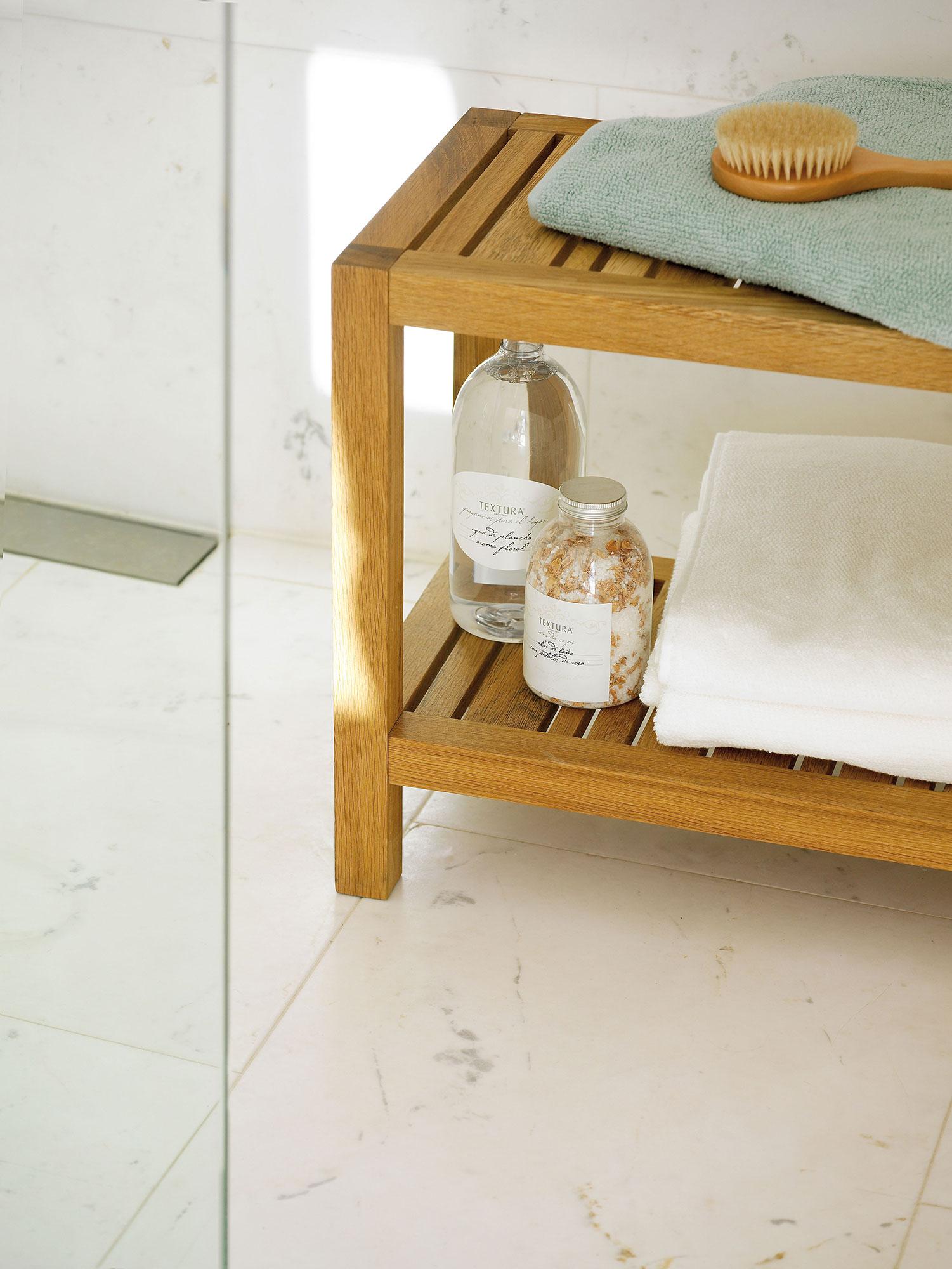 Trucos naturales para mantener el ba o impecable for Azulejos suelo bano