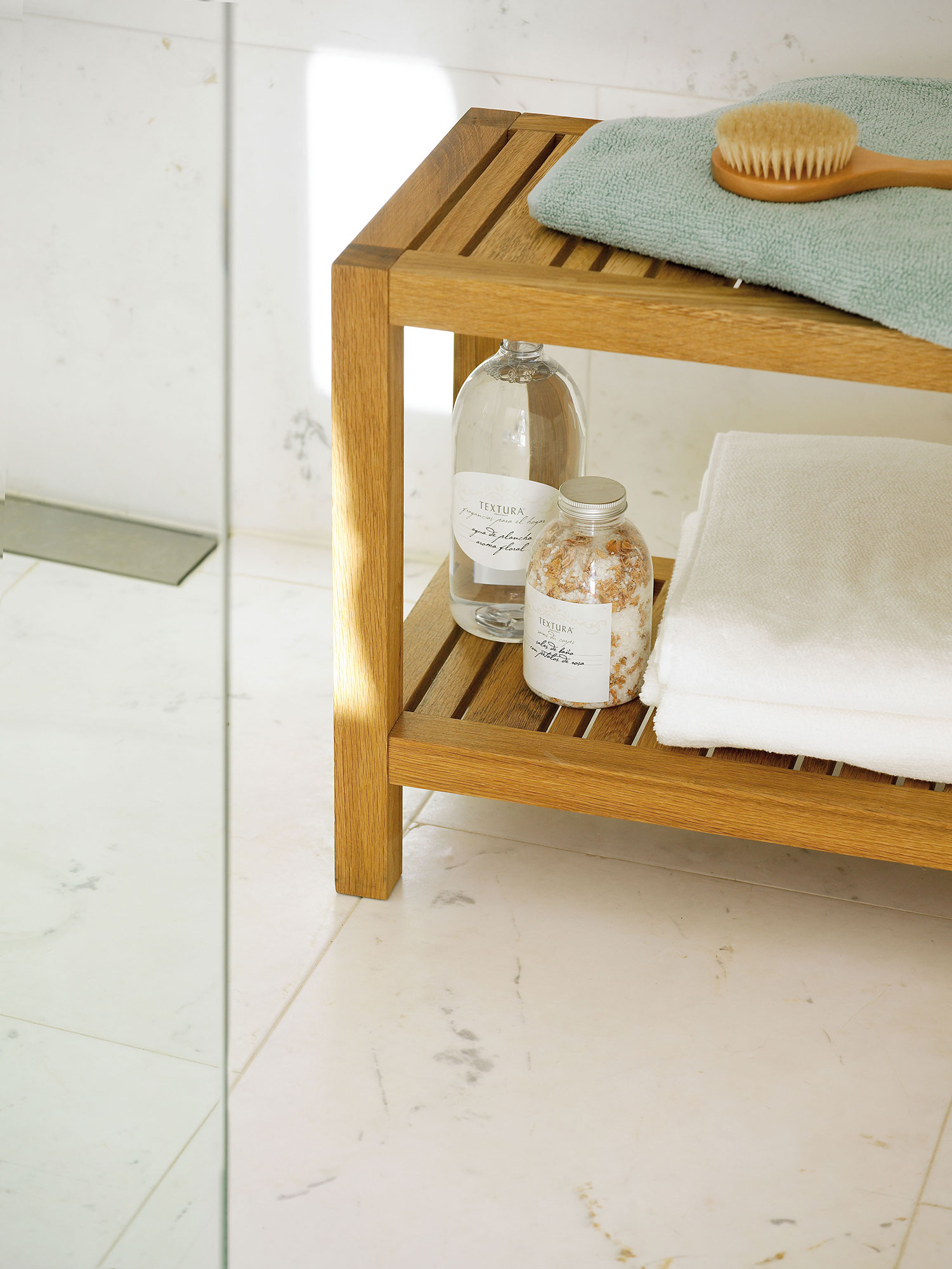 Trucos naturales para mantener el ba o impecable for Trucos para limpiar el bano