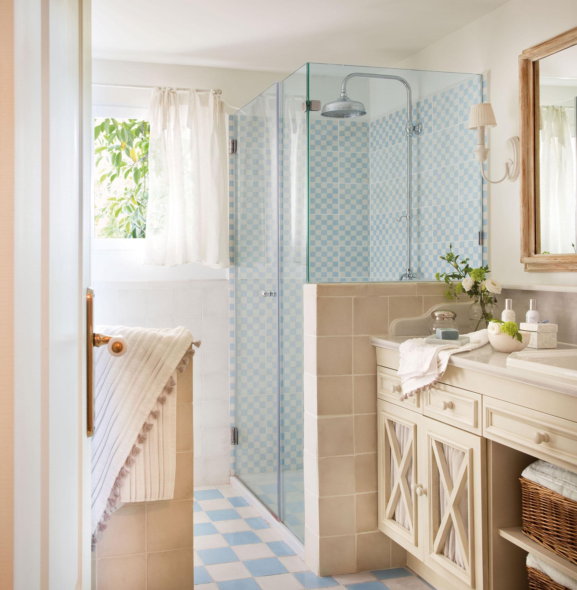 Trucos naturales para mantener el ba o impecable - Limpiar juntas azulejos ducha ...