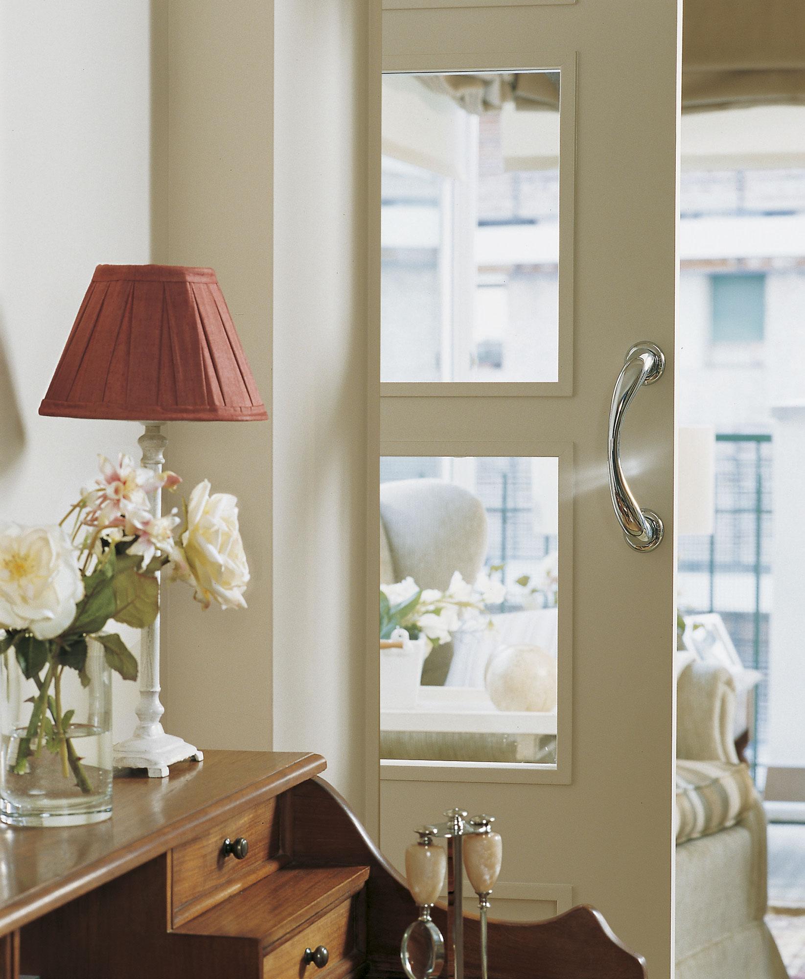 Puertas nuevas sin cambiarlas for Pintar puertas de blanco en casa