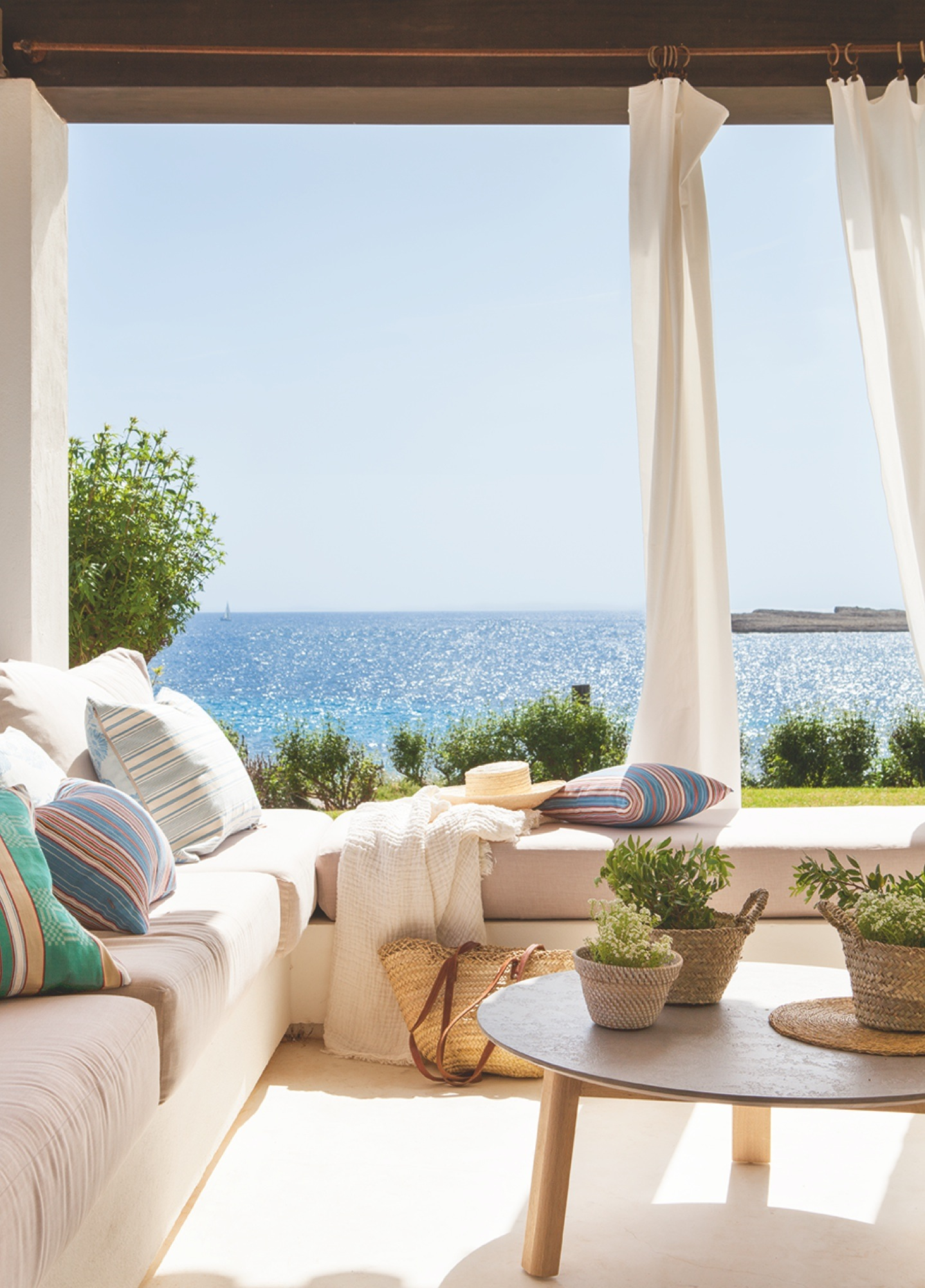 Una casa en Menorca con vistas al mar perfecta para el verano