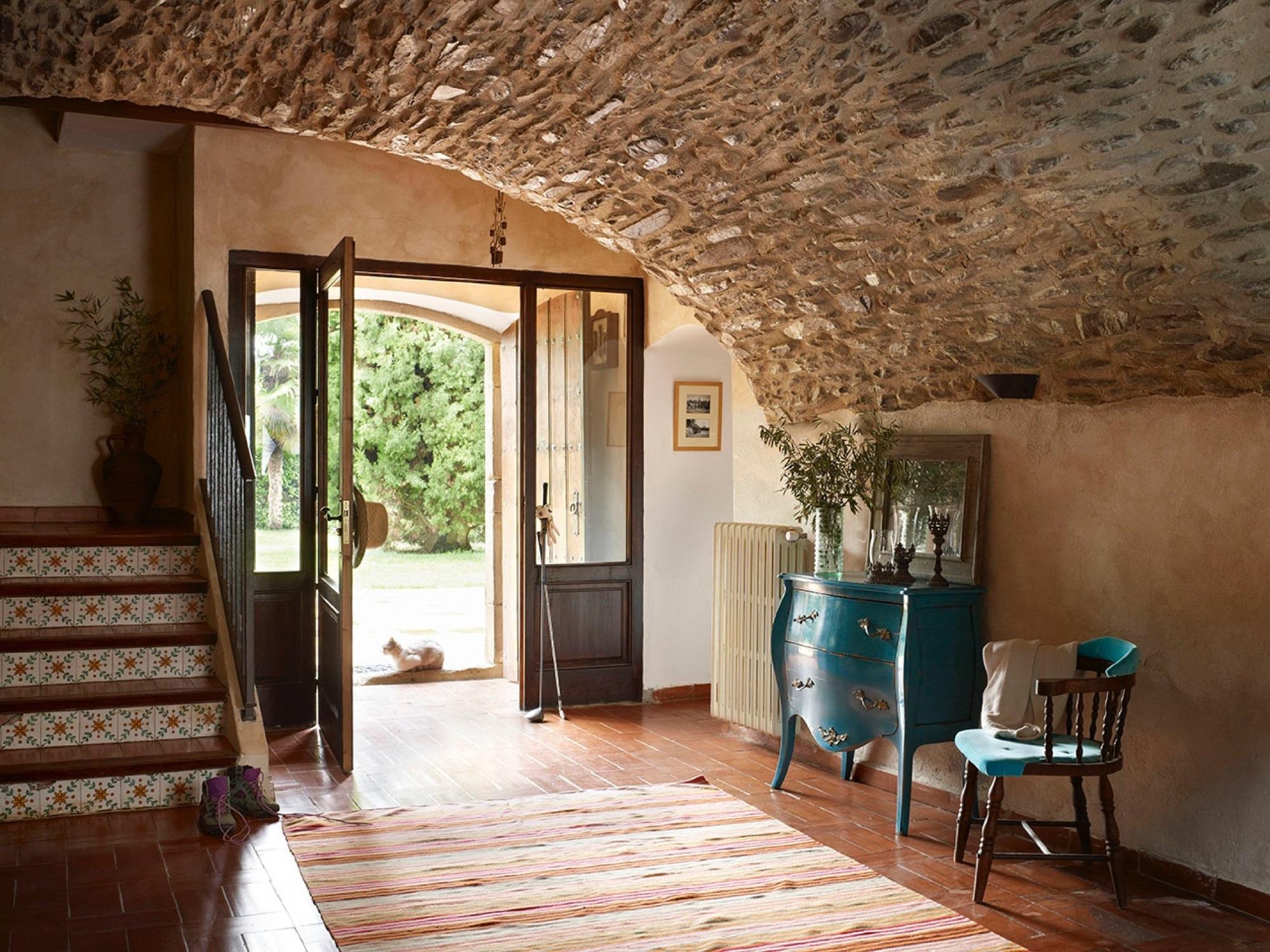 Fotos de recibidores r sticos con encanto - Como pintar una casa rustica ...