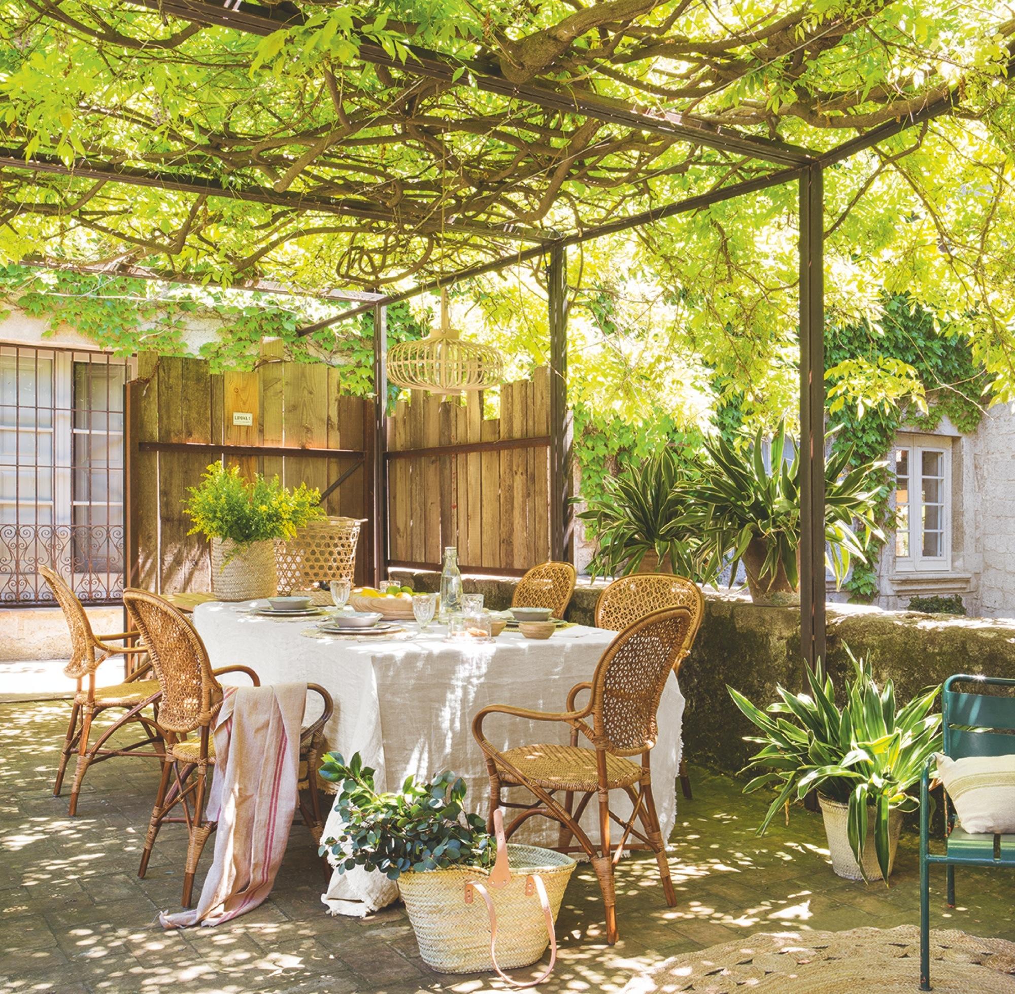 Terraza muebles el mueble girona en la terraza prgola de for El mueble terrazas