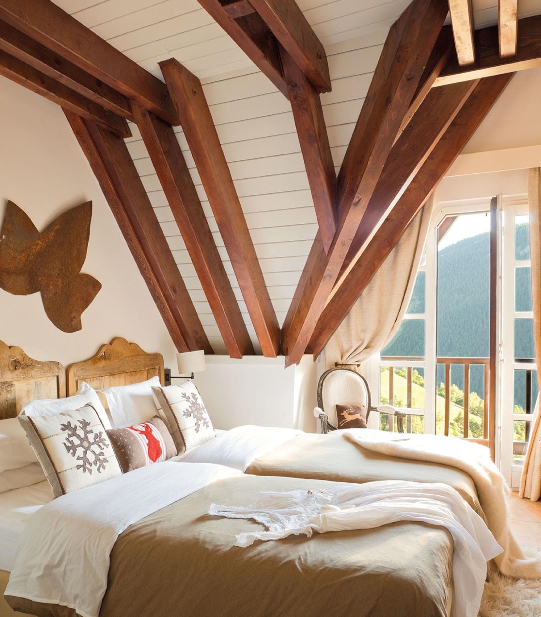 20 dormitorios r sticos con mucho encanto - Decoracion con vigas de madera ...