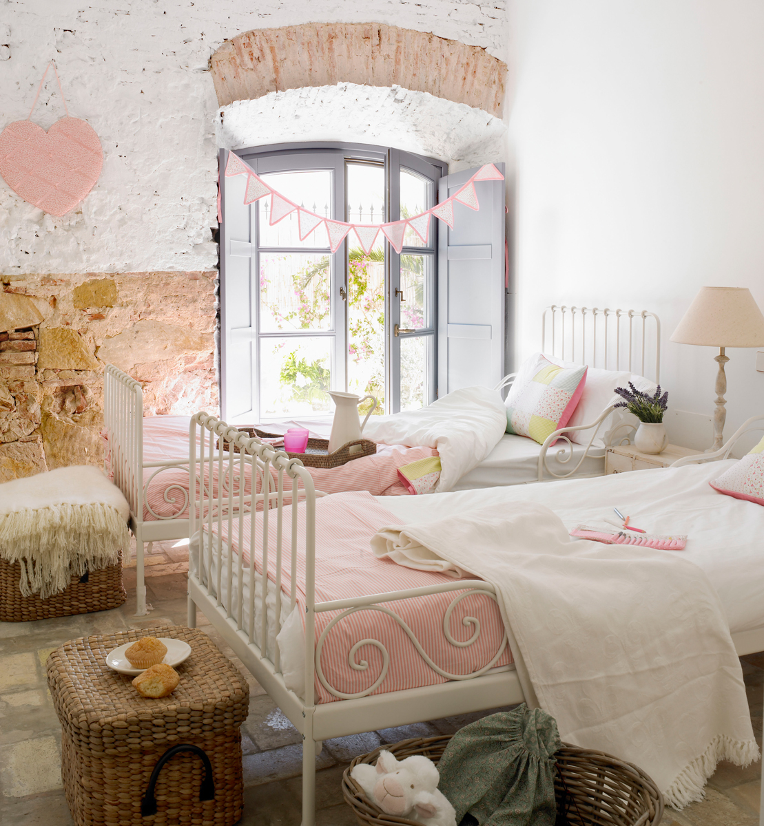 Habitación infantil en rosa y blanco 317259
