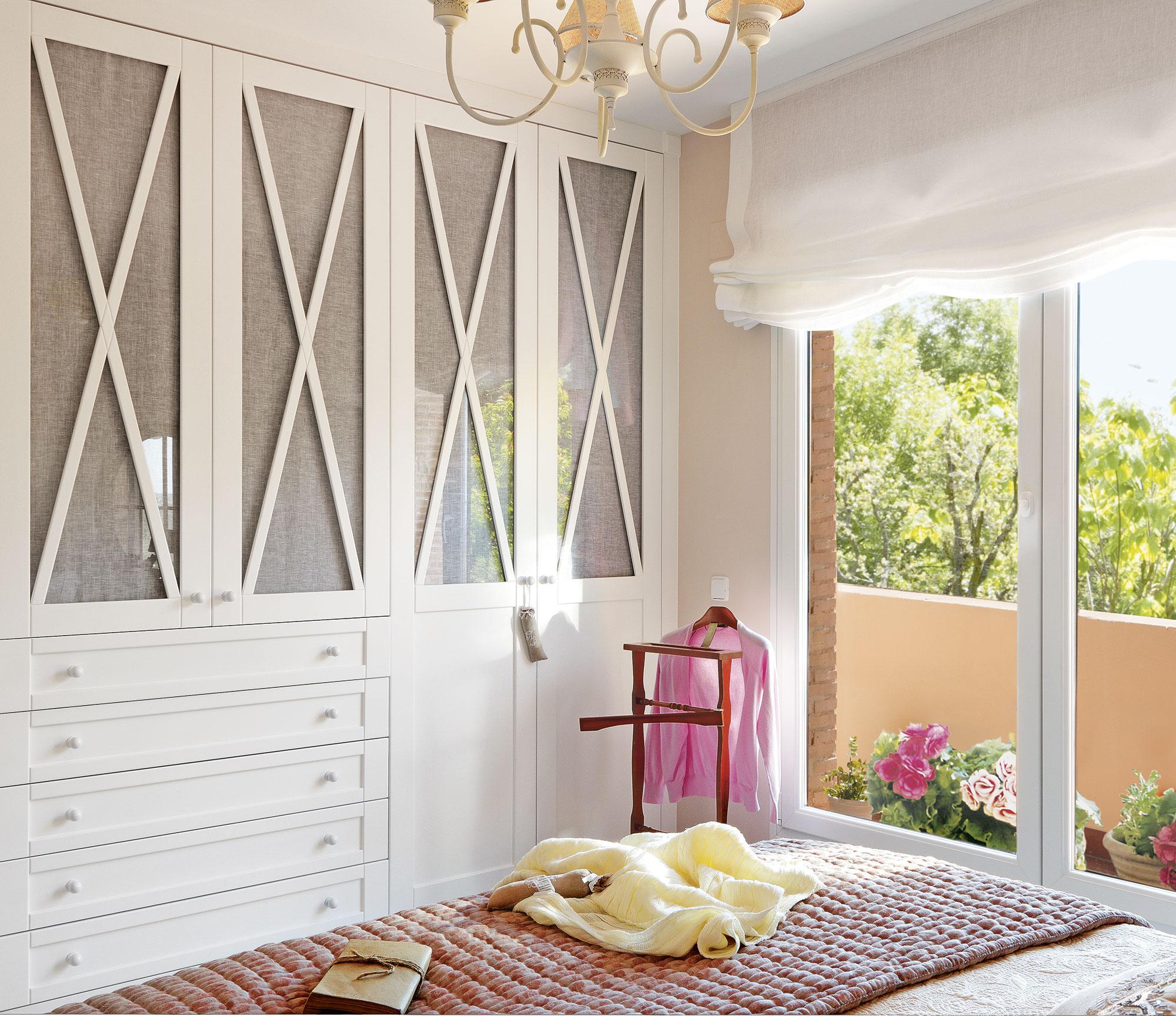 7 armarios para el dormitorio pr cticos y decorativos for Puertas de corredera para dormitorio