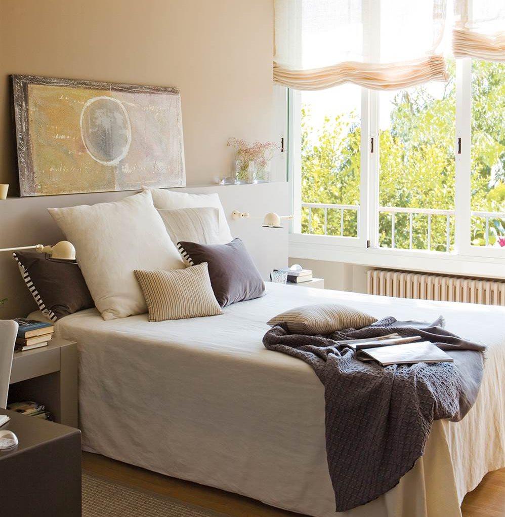 dormitorio con cabecero de dm con mesillas integradas