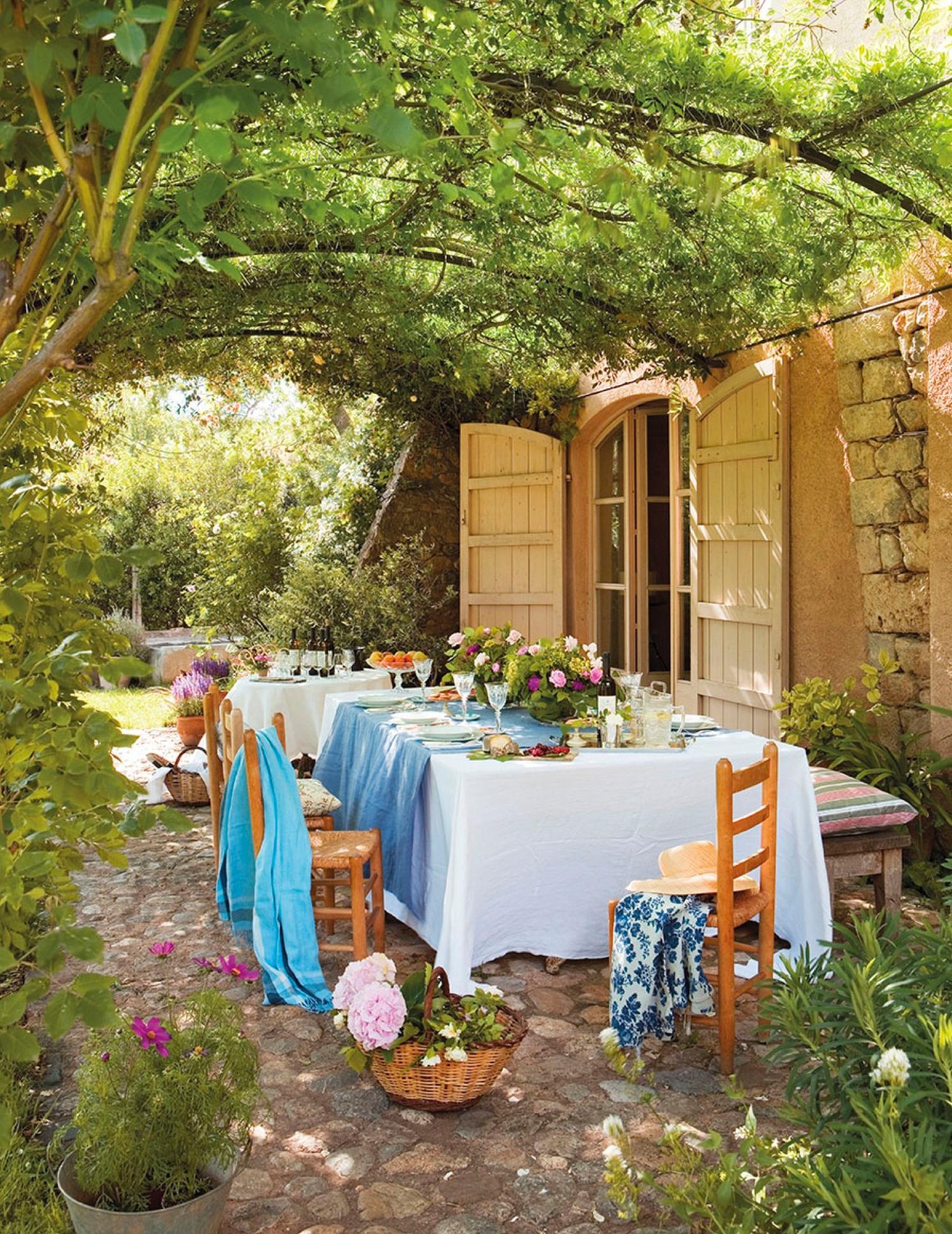 Flores para jardineras exteriores estructura vertical de madera con espacios para colocar - Plantas para jardineras exteriores ...