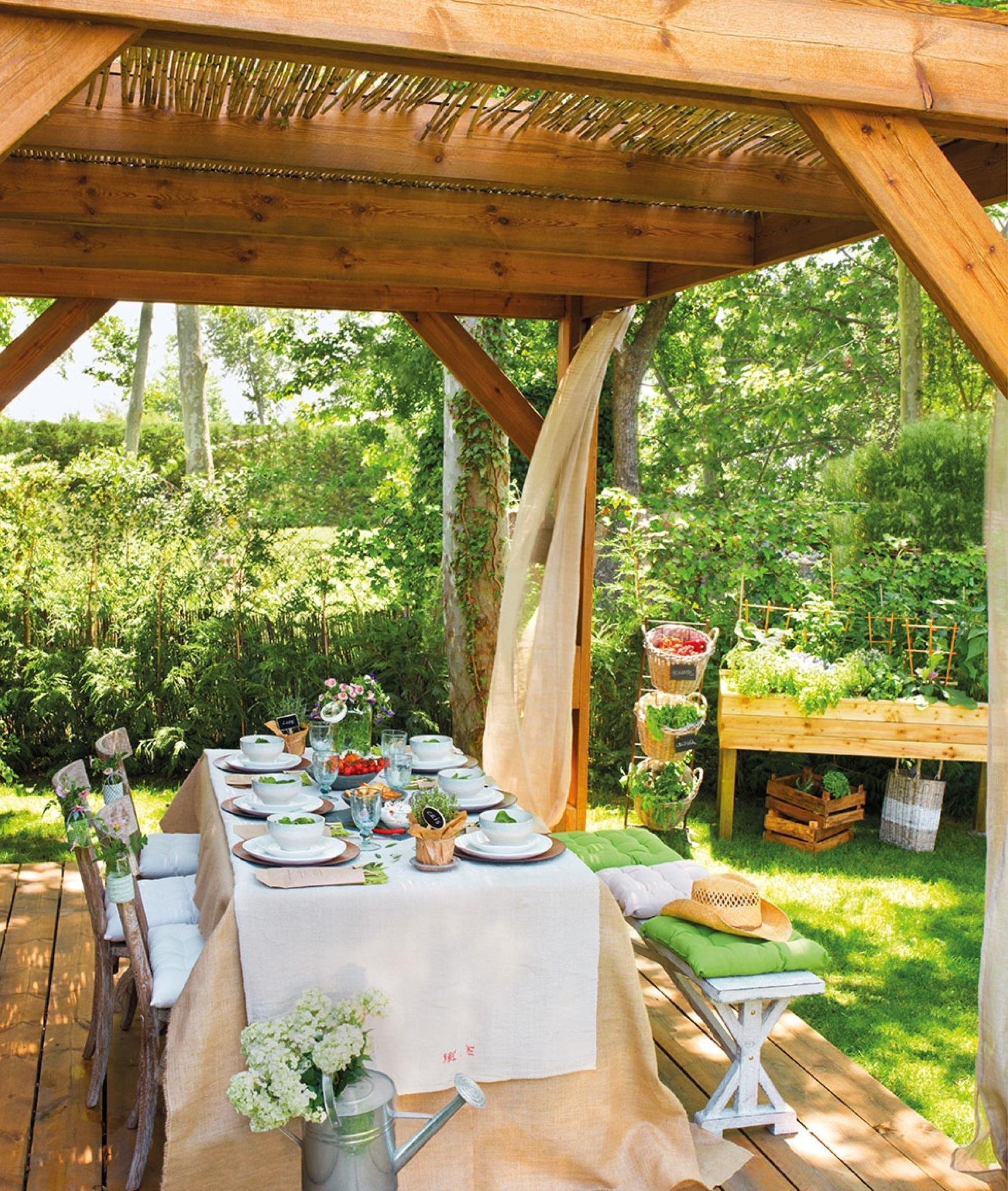 Estos jardines tienen ganas de fiesta for Ideas de terrazas rusticas