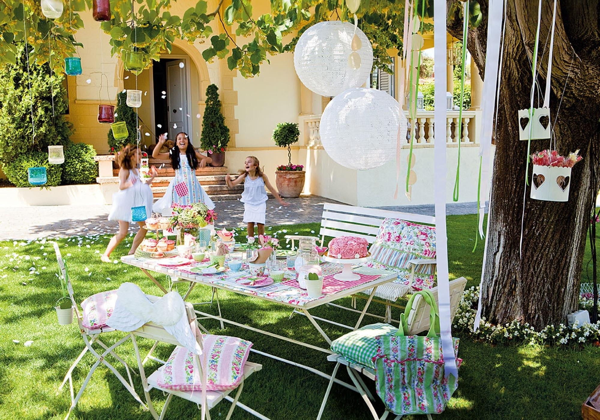 Estos jardines tienen ganas de fiesta - Mesas de campo ...