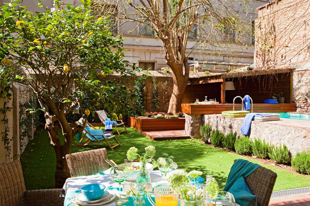 Una casa con jard n en medio de la ciudad for Piscina avenida ciudad jardin sevilla