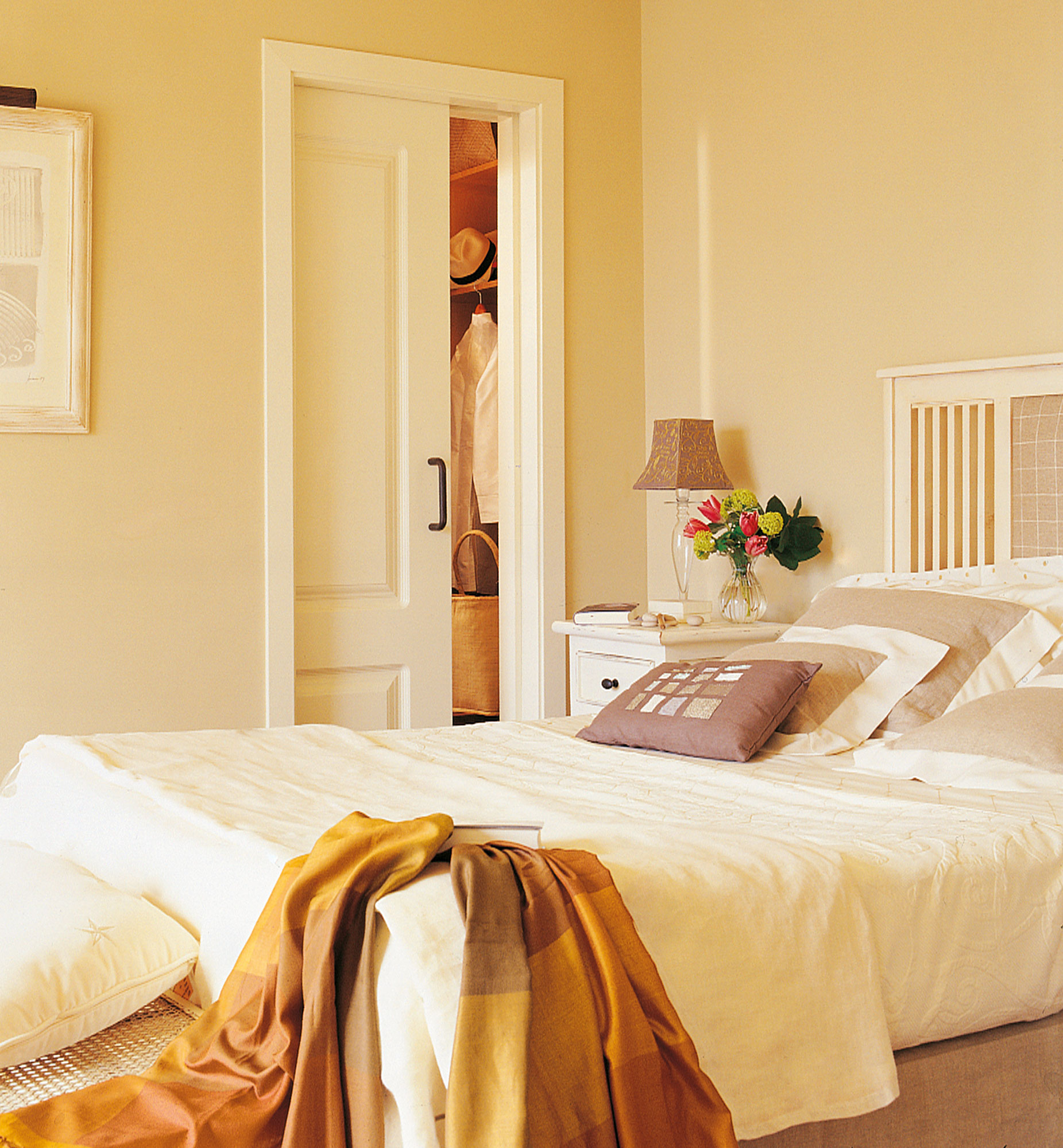 Instala una puerta corredera en casa y gana 1 5 m2 reales for Cortinas para puertas de armarios