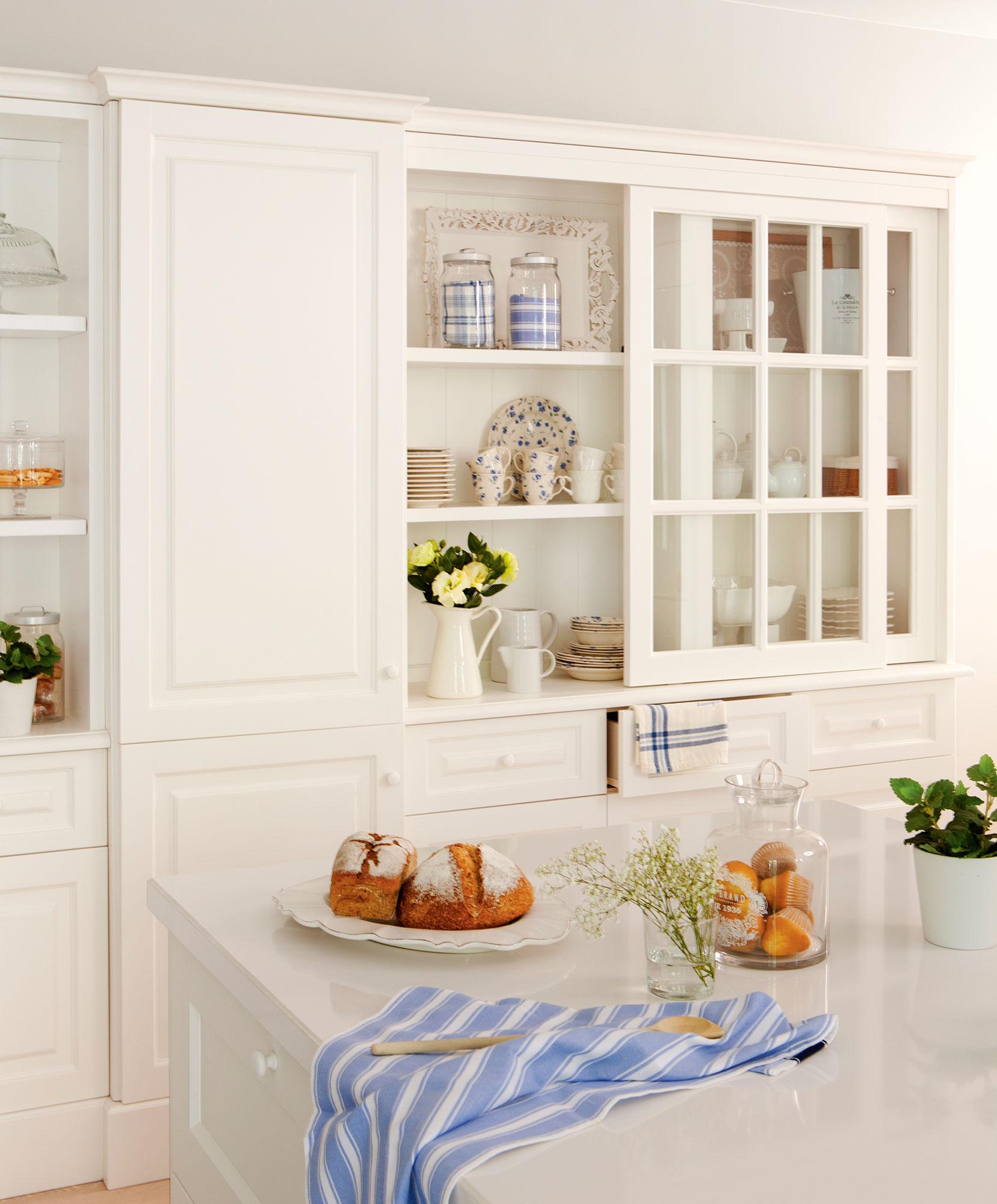 Cocinas en blanco una apuesta atemporal y muy luminosa for Modelos de cocinas blancas