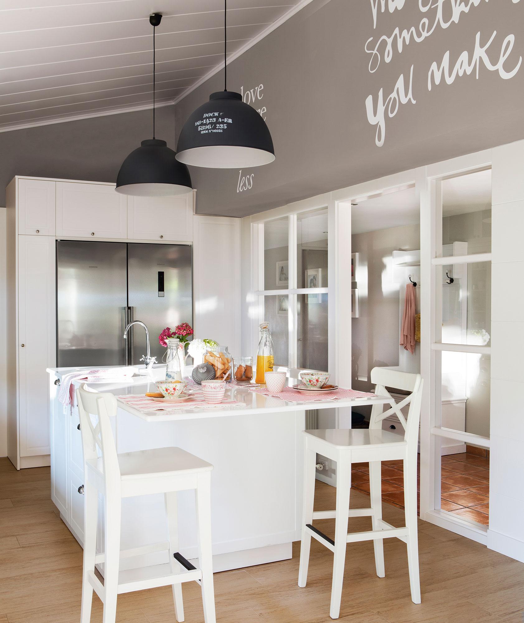 Cocinas en blanco una apuesta atemporal y muy luminosa for Colores paredes cocinas modernas