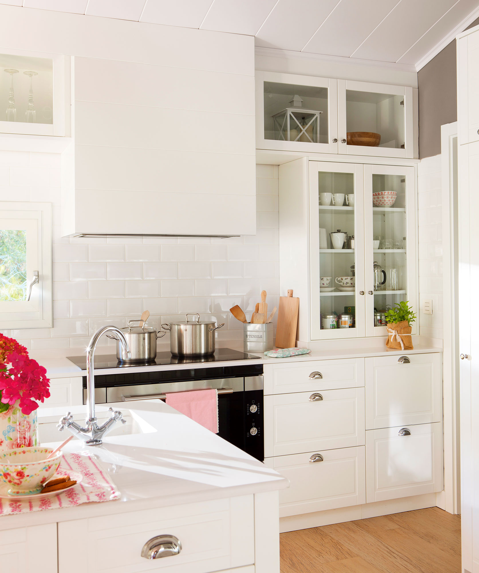 Cocinas en blanco una apuesta atemporal y muy luminosa - Azulejos blancos ...