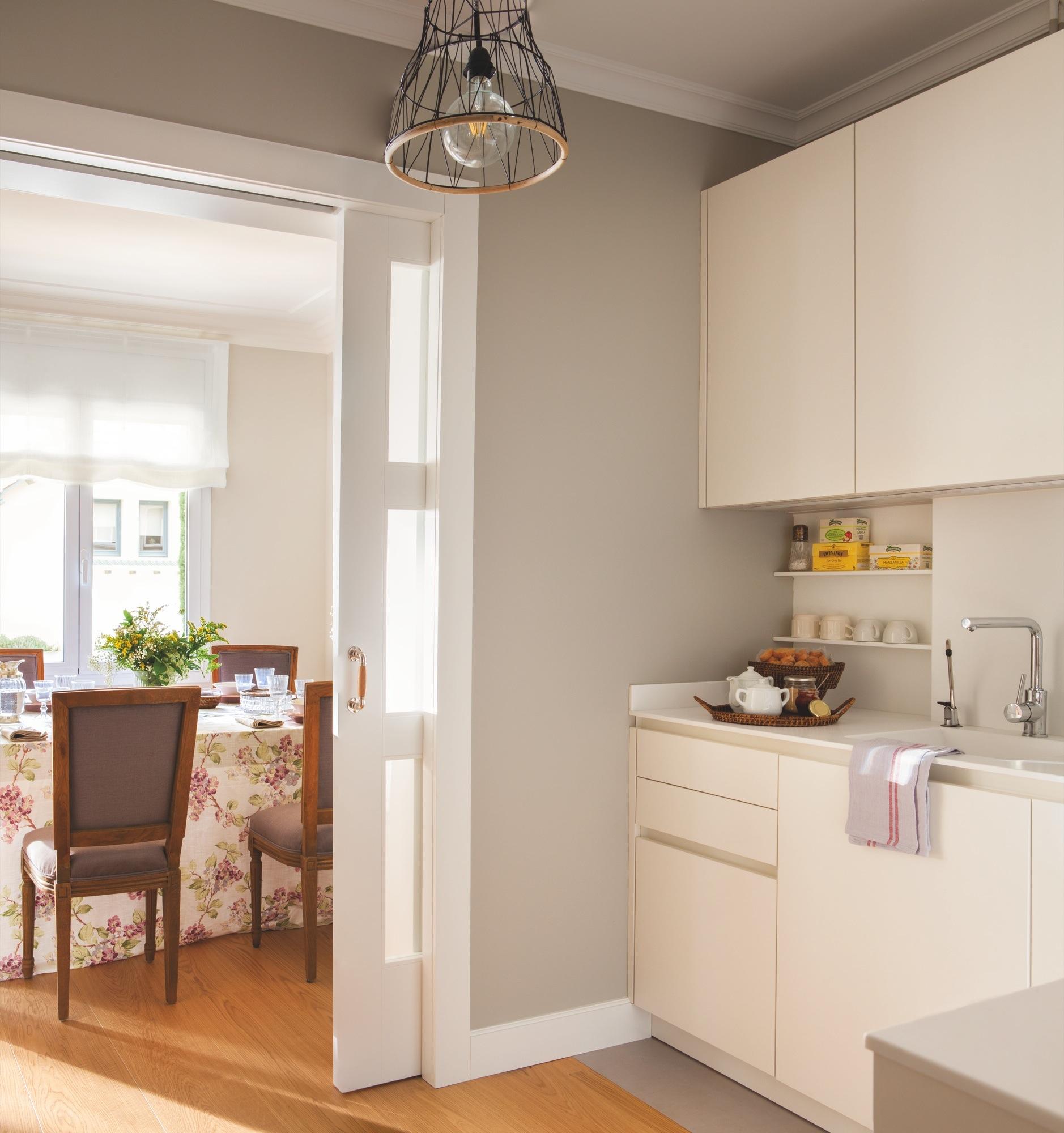 Una casa para nueva etapa sin hijos for Puerta corredera cocina