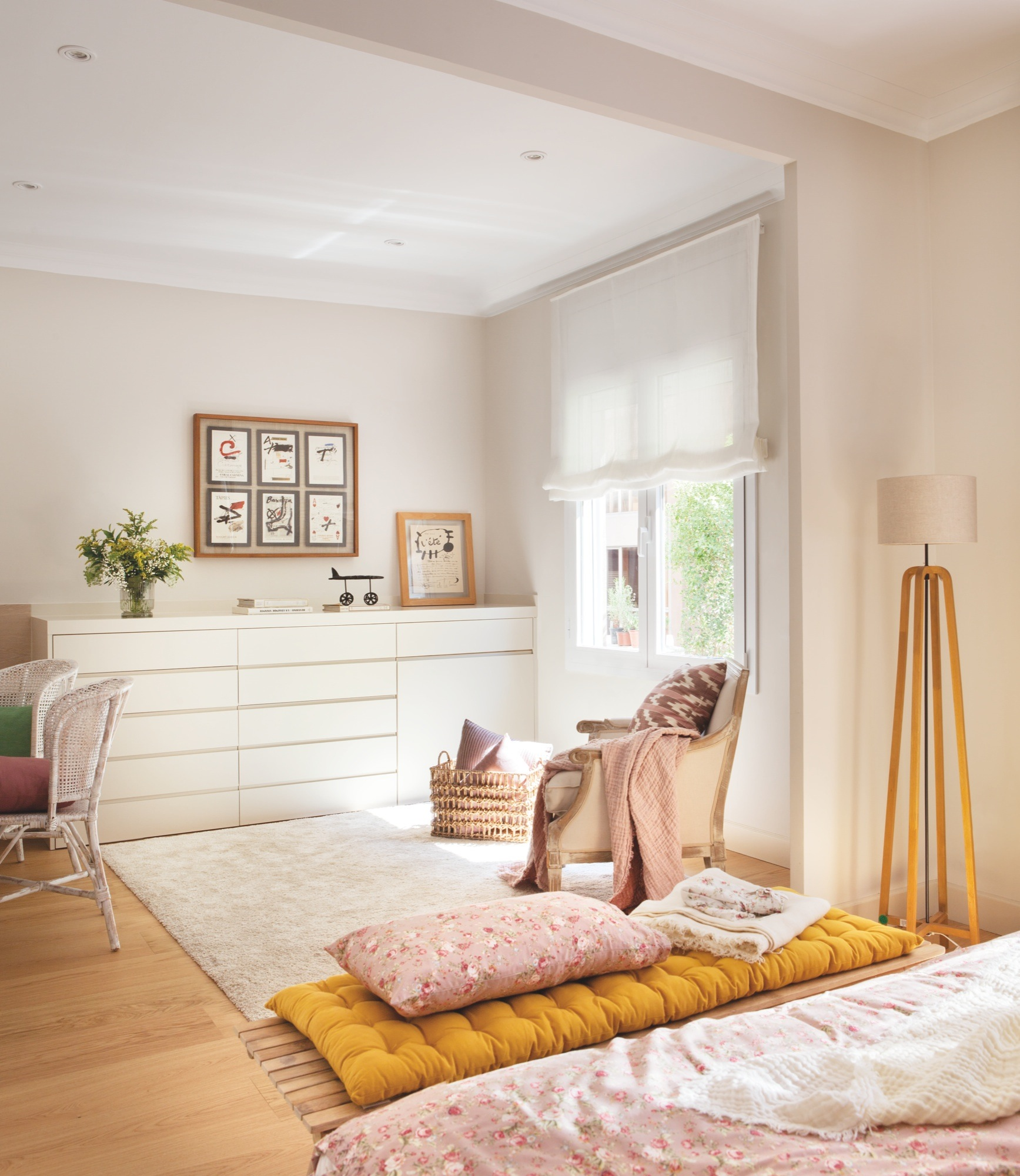 Una casa para nueva etapa sin hijos - Cojines grandes cama ...