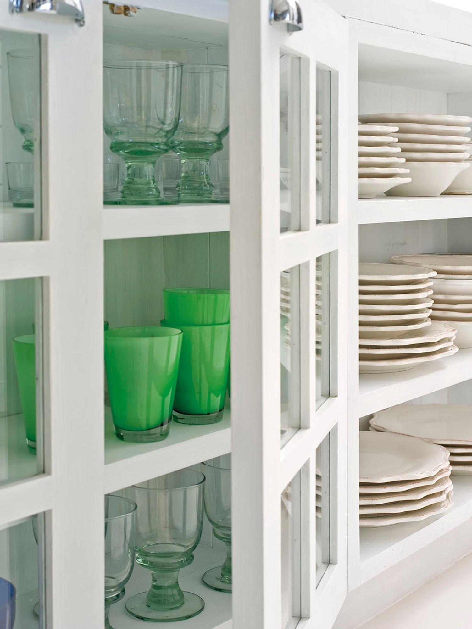 104 fotos de vitrinas for Trastes de cocina