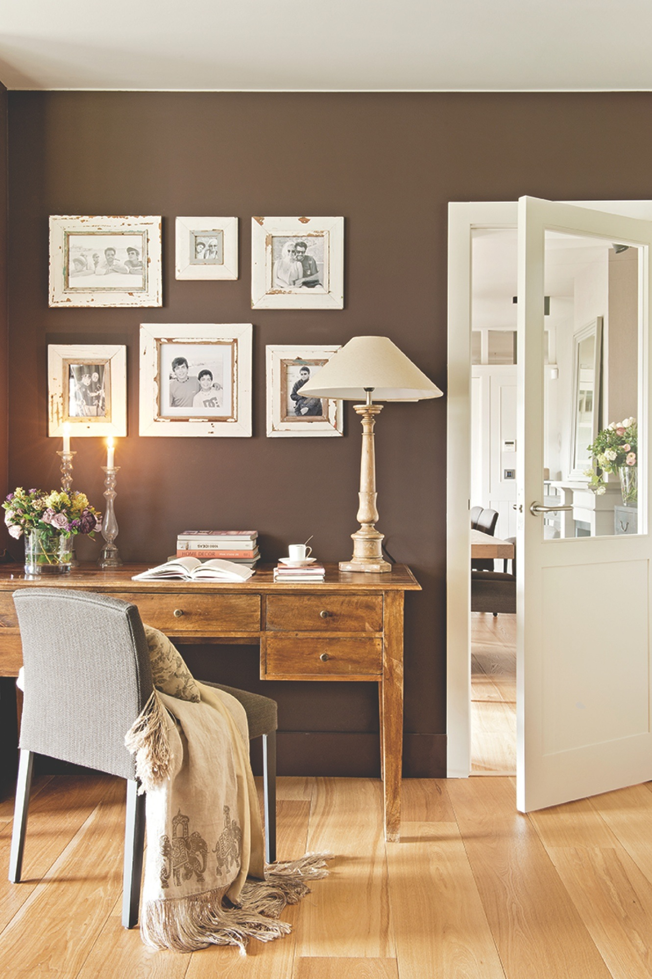 C mo hacer una composici n de cuadros en la pared - Cuadros vintage para salon ...