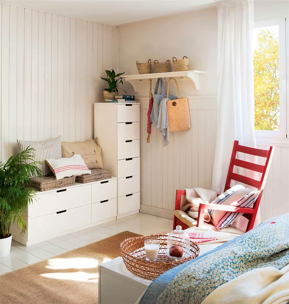 5 bancos de doble uso con espacio para guardar for Muebles organizadores para living