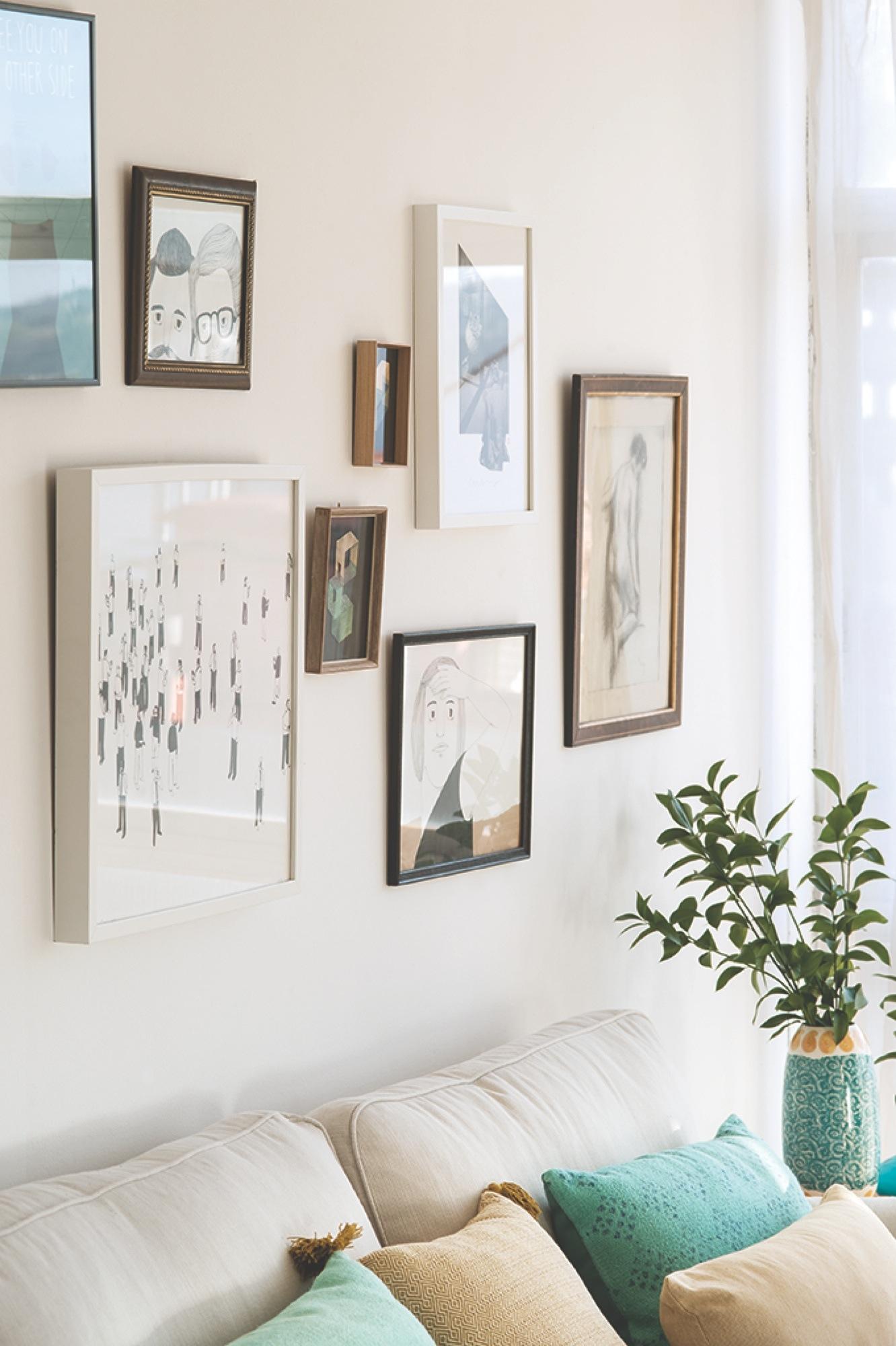 Cómo hacer una composición de cuadros en la pared