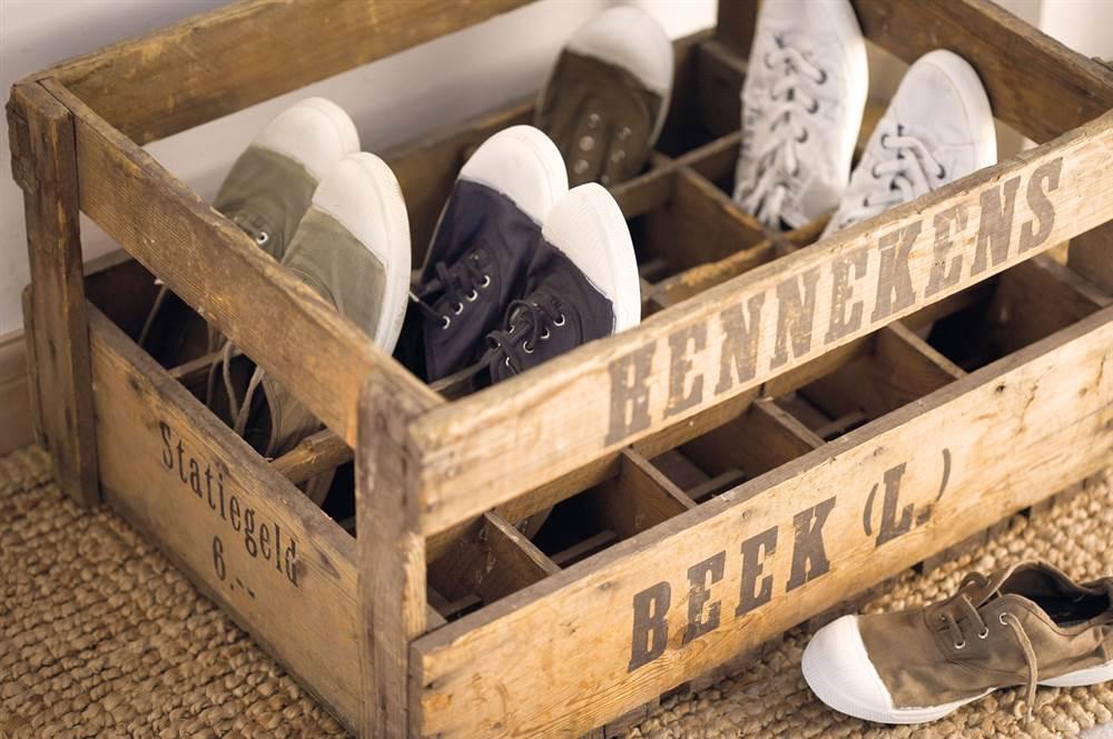 caja de botellas como zapatero