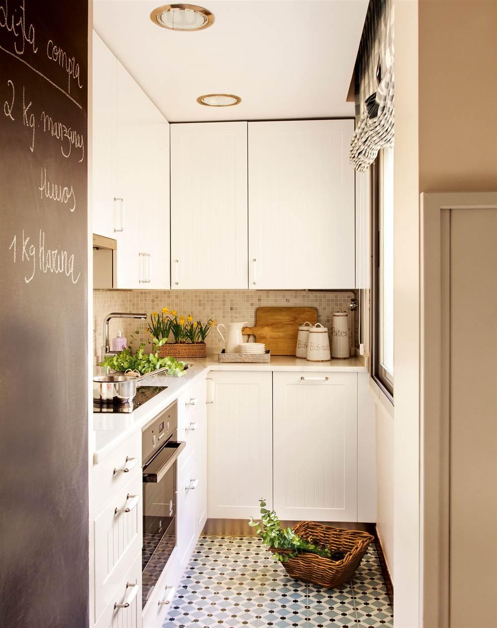Ideas para aprovechar el espacio en las cocinas peque as for Enchape banos pequenos