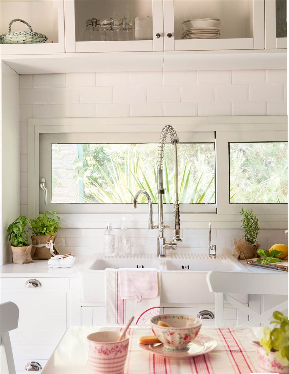 Cocinas en blanco una apuesta atemporal y muy luminosa for Ver cocinas industriales