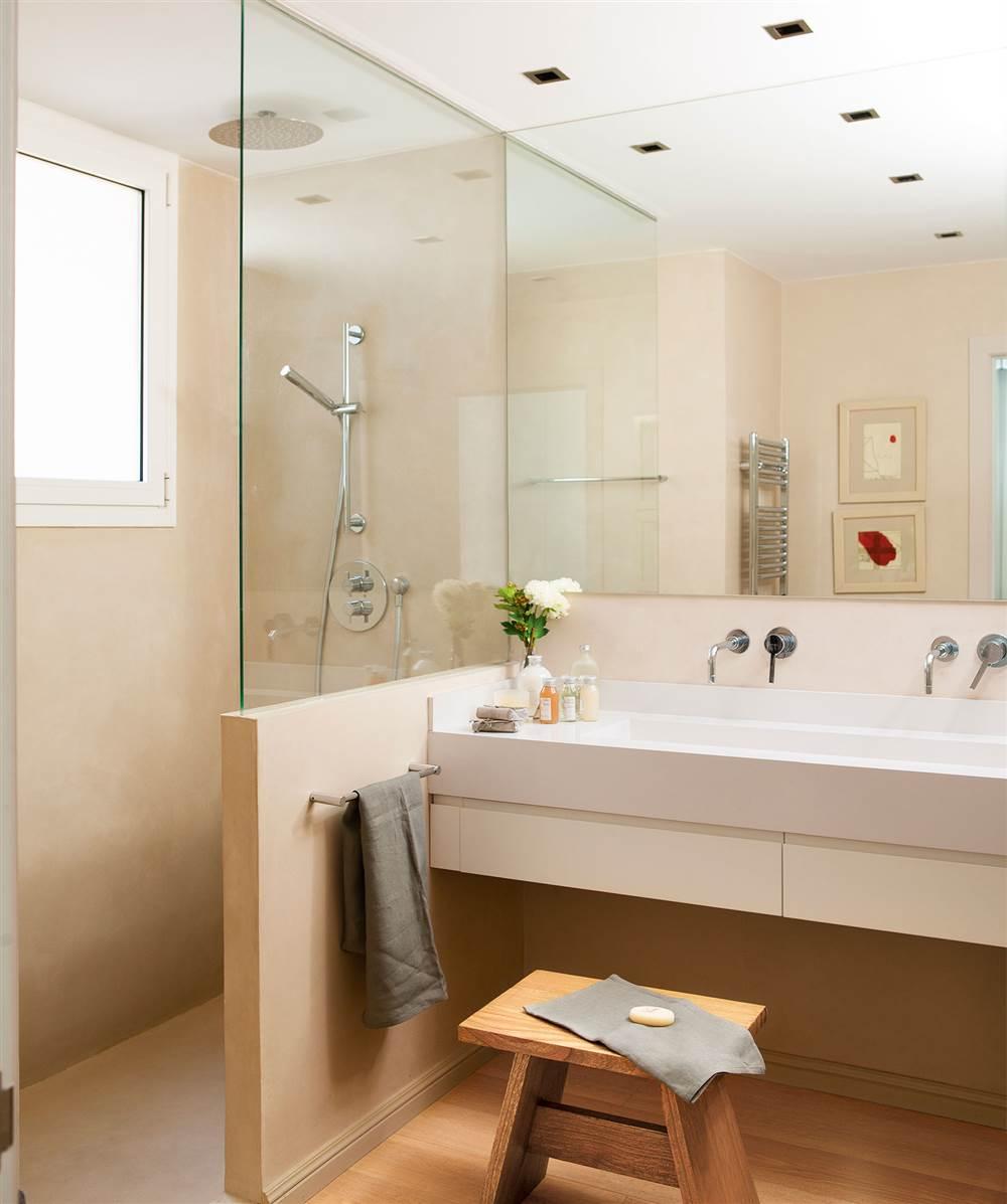 Este baño de Emma Massana tiene la distribución ideal para poder cambiar  una bañera por una ducha y solo hacer obras en esa esquina sin tener que  tocar los ... 8e267faa989b