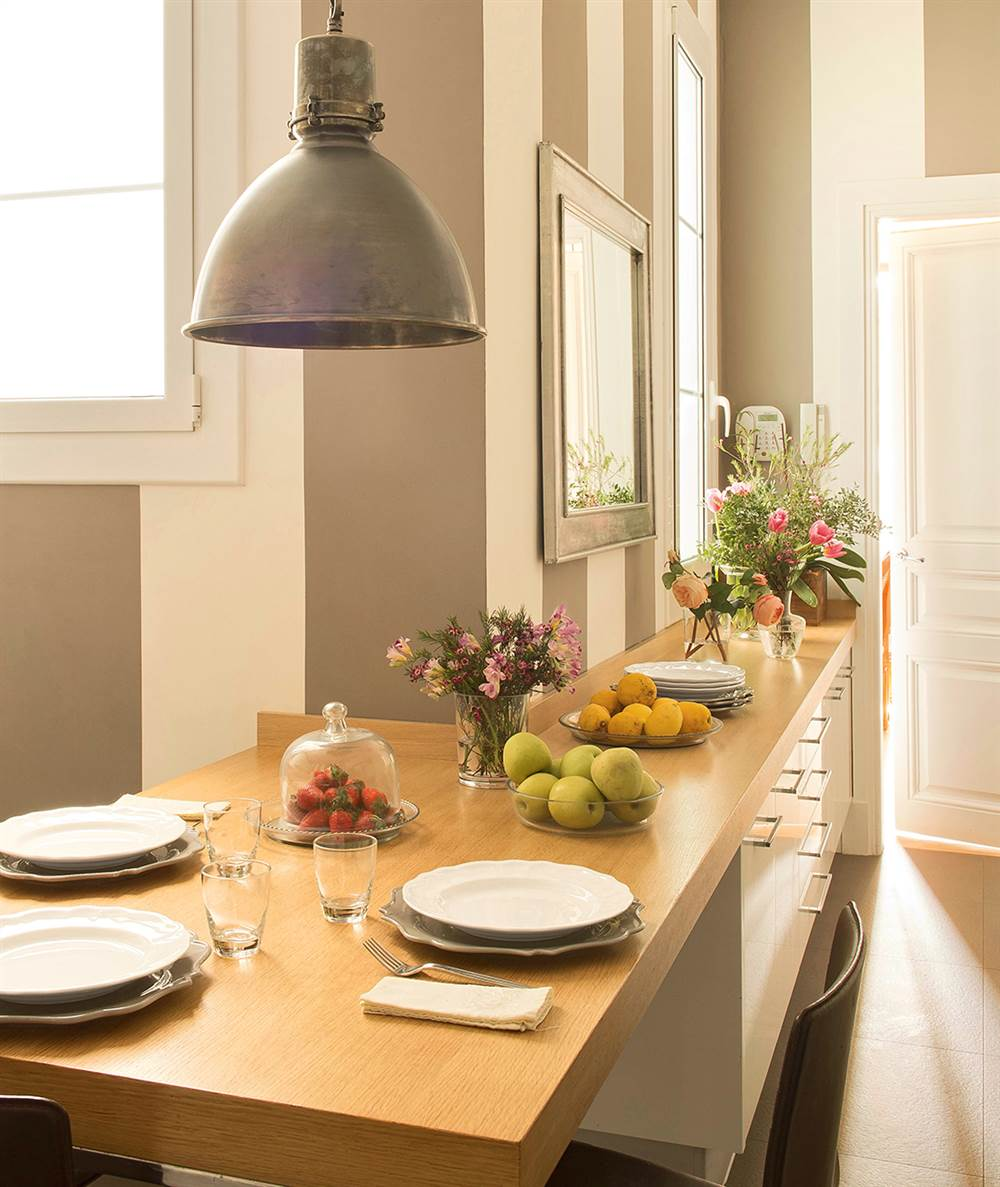 Ideas con muebles a medida para aprovechar rincones dif ciles for Ideas mesa cocina estrecha