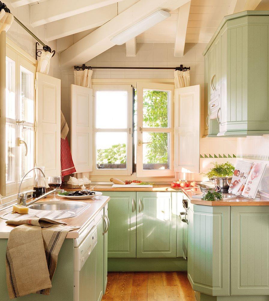 cocina rstica con muebles en verde agua