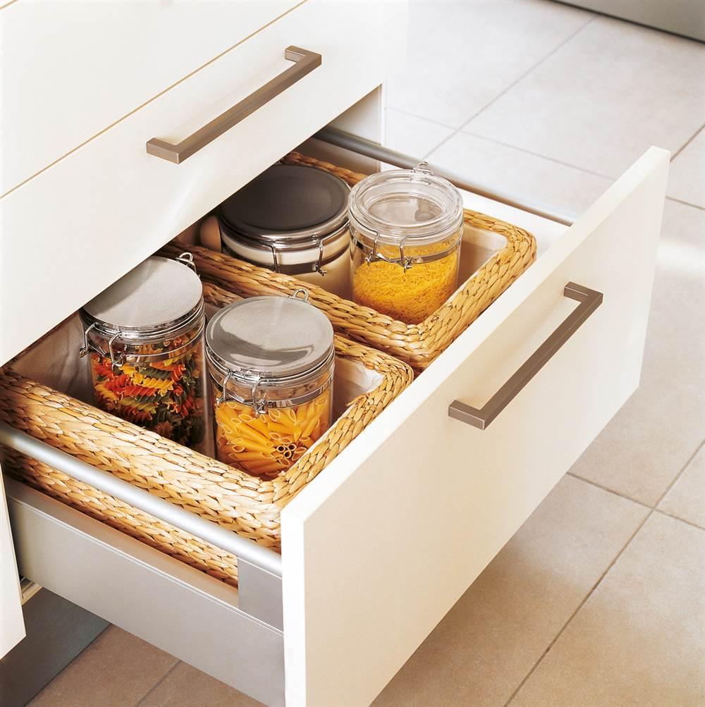 Cajas y cestos c mo ordenar las cosas peque as de casa - Ikea cubiertos cocina ...