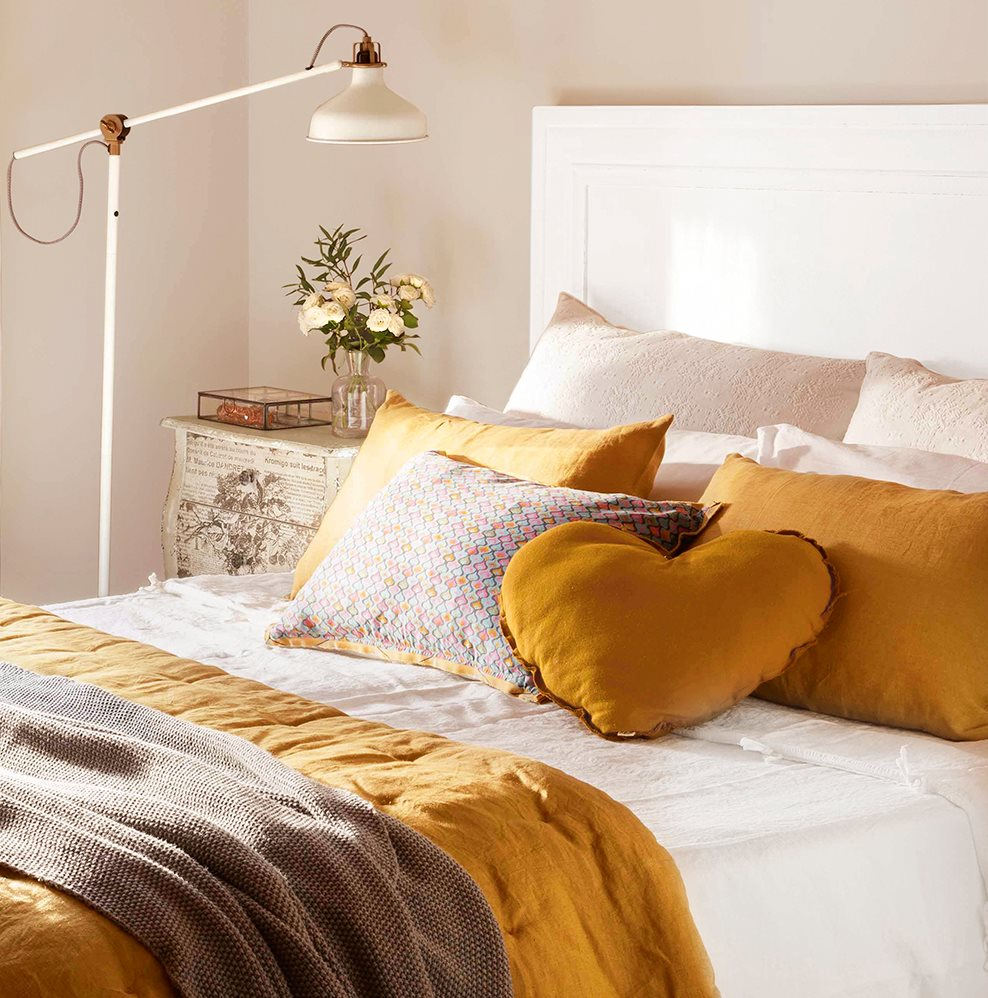 Un dormitorio con cinco estilos diferentes cu l te gusta - Modelos de cojines para cama ...
