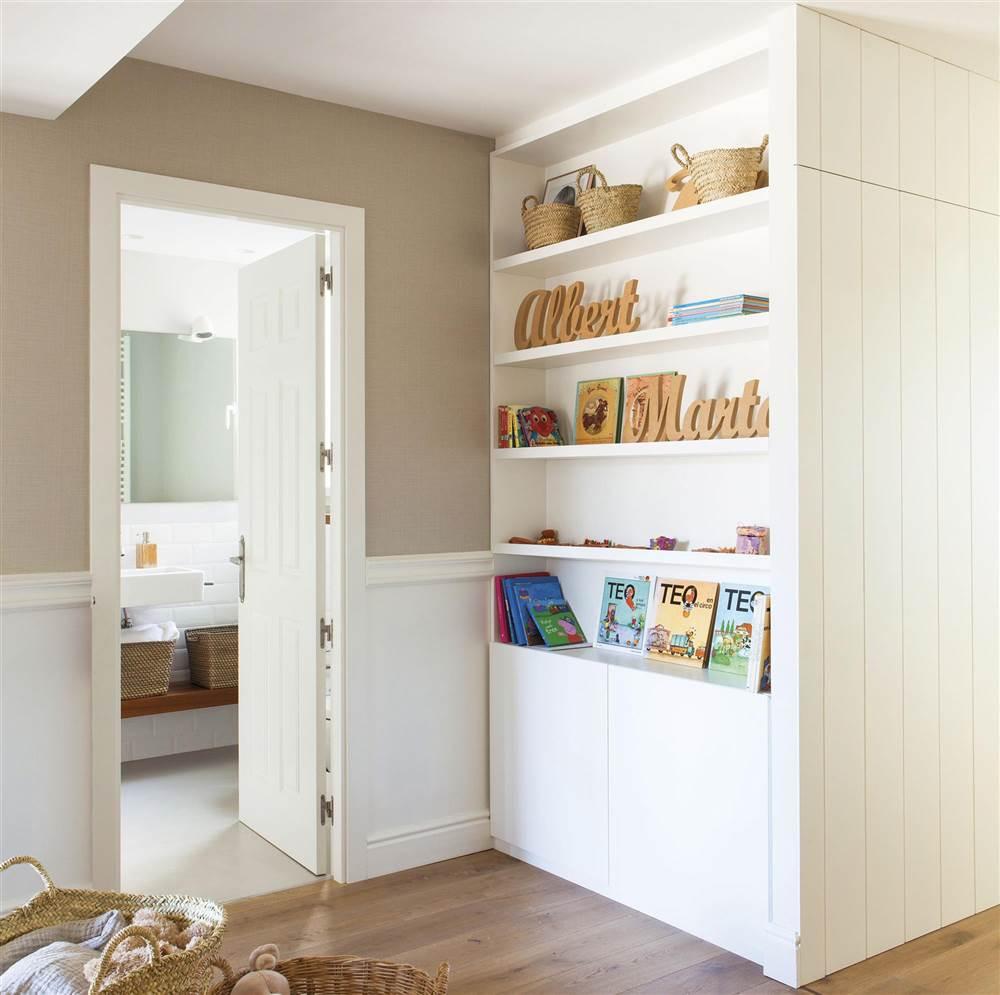 armario blanco en el pasillo