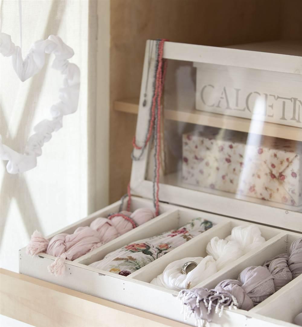 C mo organizar bien el armario for Cajas de plastico para guardar ropa