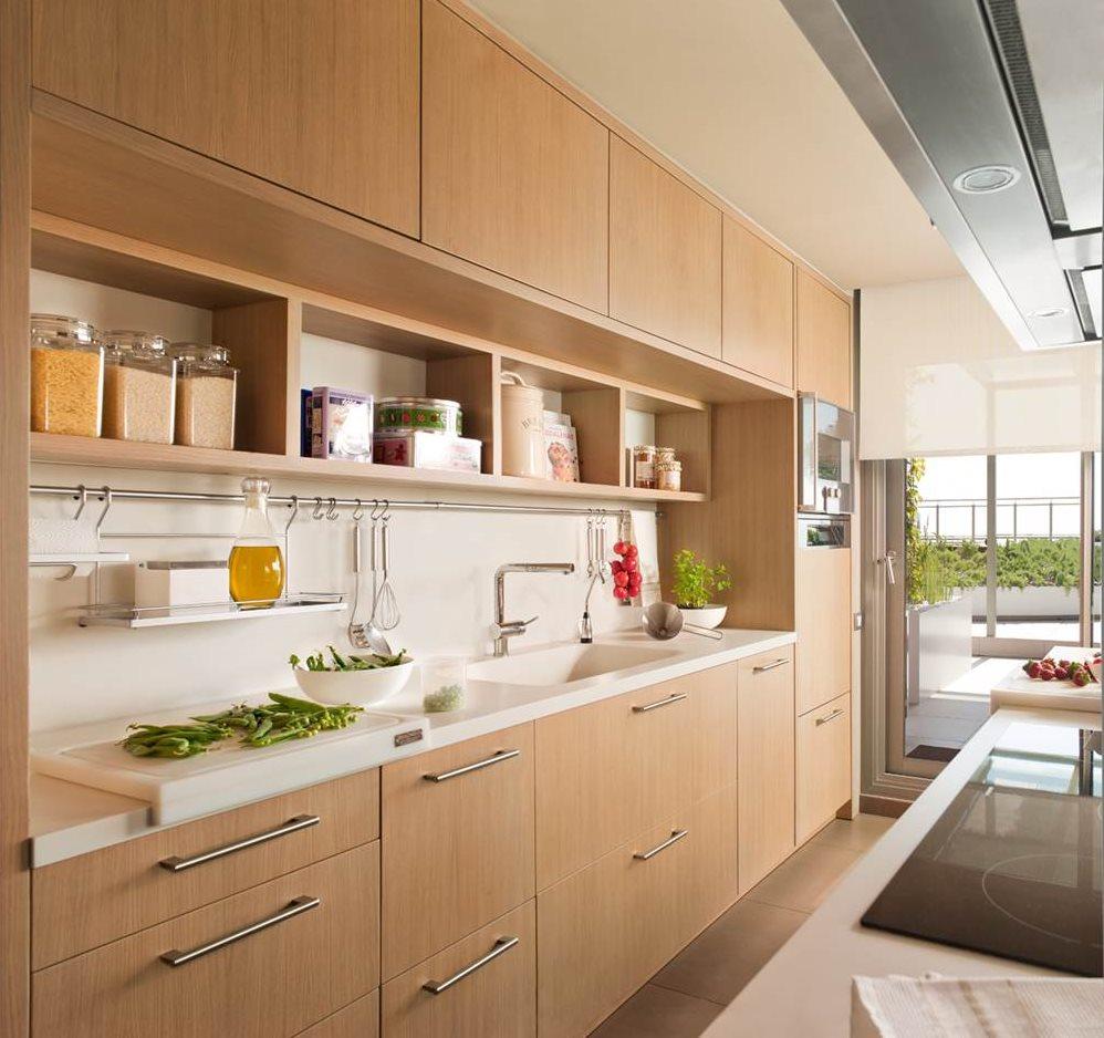Una cocina c lida y pr ctica para cinco for Cocina practica