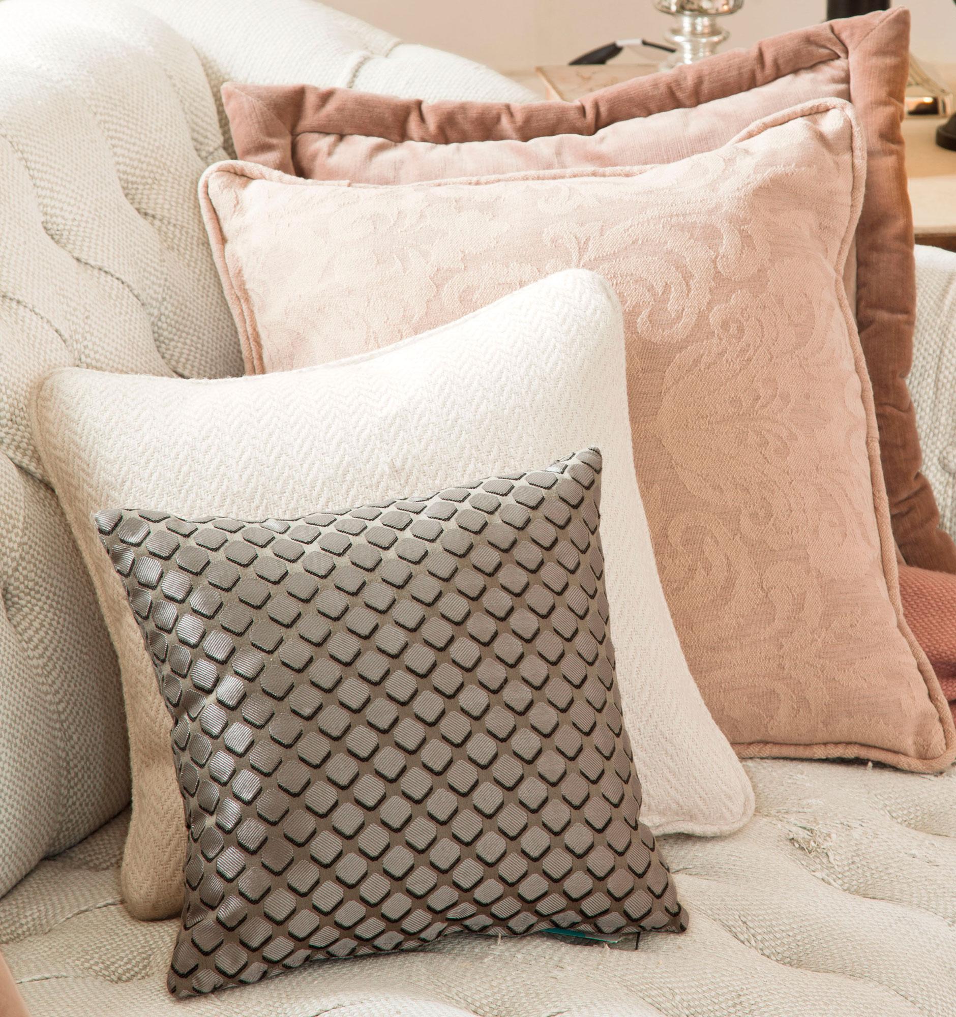 Elegir las telas del sal n c mo elegirlas y combinarlas for Sofa gris y blanco