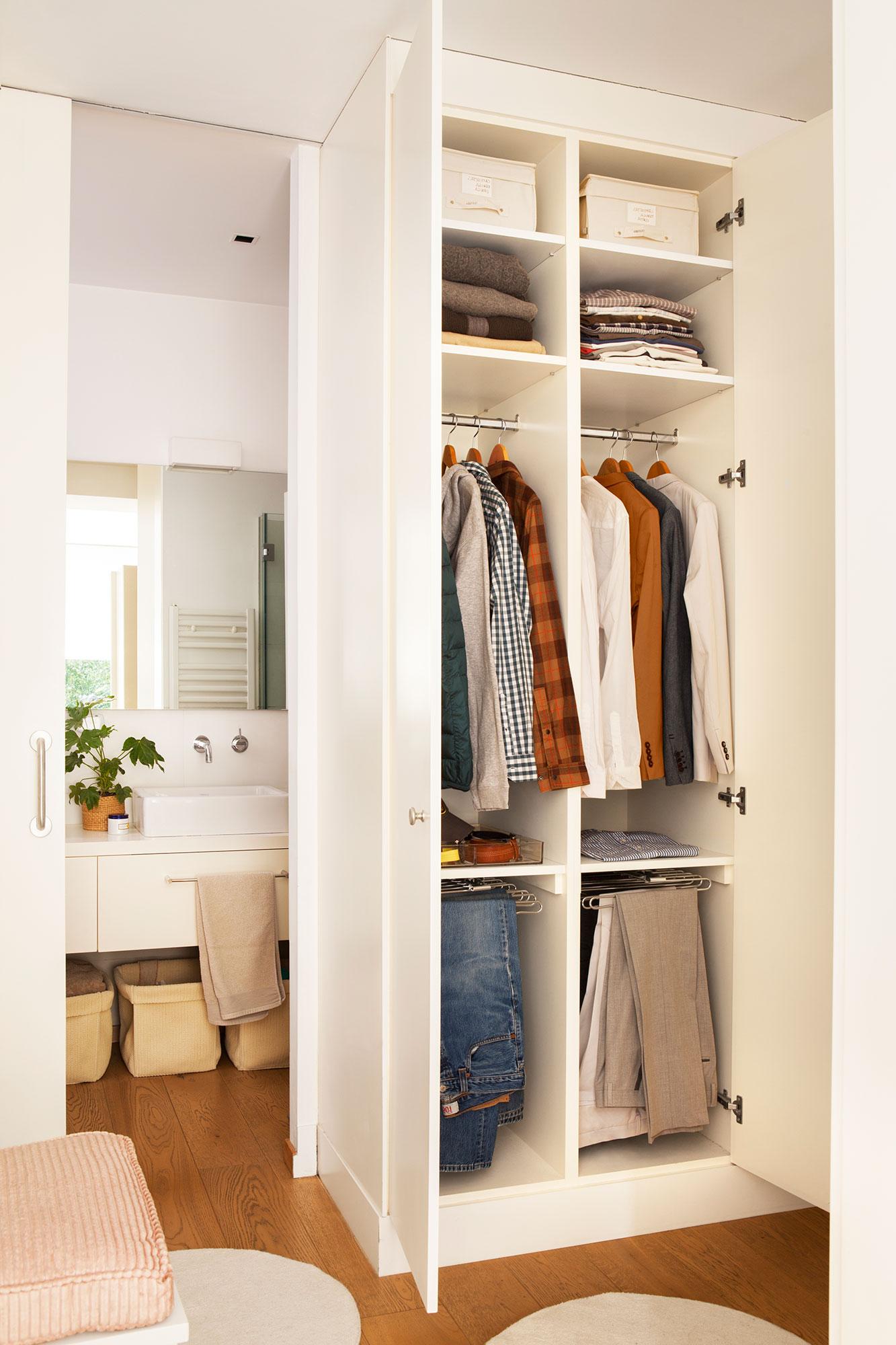 Vestidor en orden c mo organizarlo para que sea c modo - Organizacion armarios ...